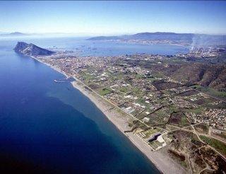 Foto playa La Atunara / Sobrevela. La Linea de la Concepción, la bahia de Algeciras, y África de fondo