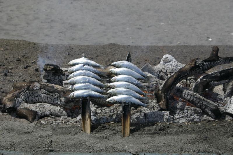 Foto playa La Atunara / Playa de Levante. Espeto de sardinas