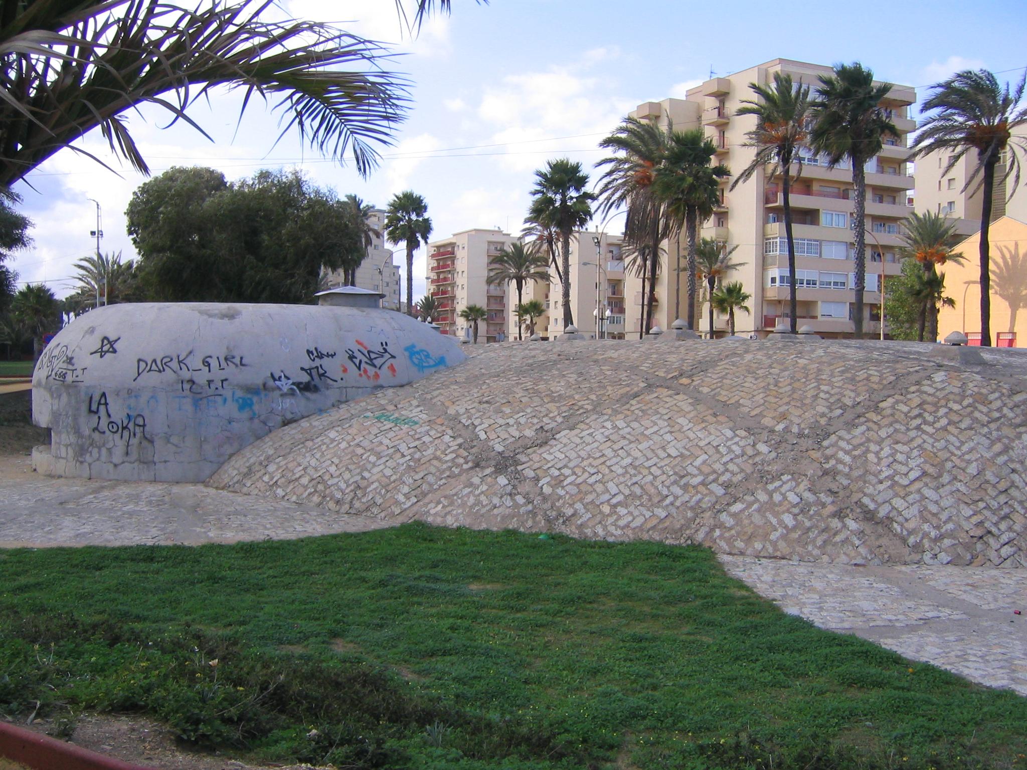 Foto playa Playa de Levante / Santa Bárbara. War bunkers
