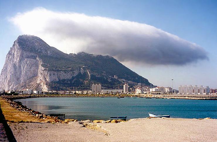 Foto playa Playa de Poniente / Del Espigón. 1998.07. - Línea de la Concepcion, Gibraltar-the Rock from the Spanish border town of La Linea