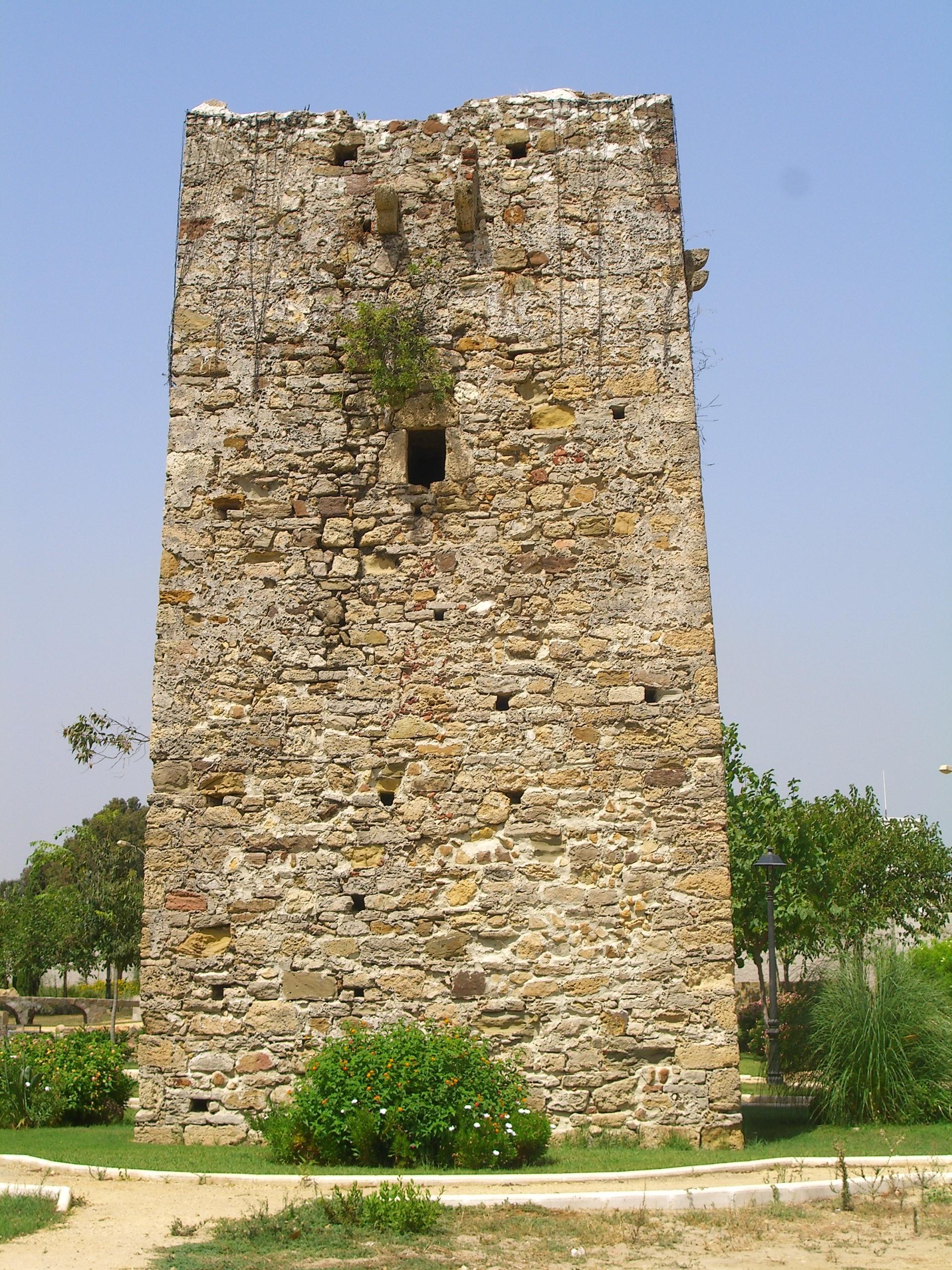Foto playa Palmones. Torre Vigía de Entreríos, año 1588, próxima a la desembocadura río Palmones , Algeciras (Cádiz) / vigilance´s tower built at 1588