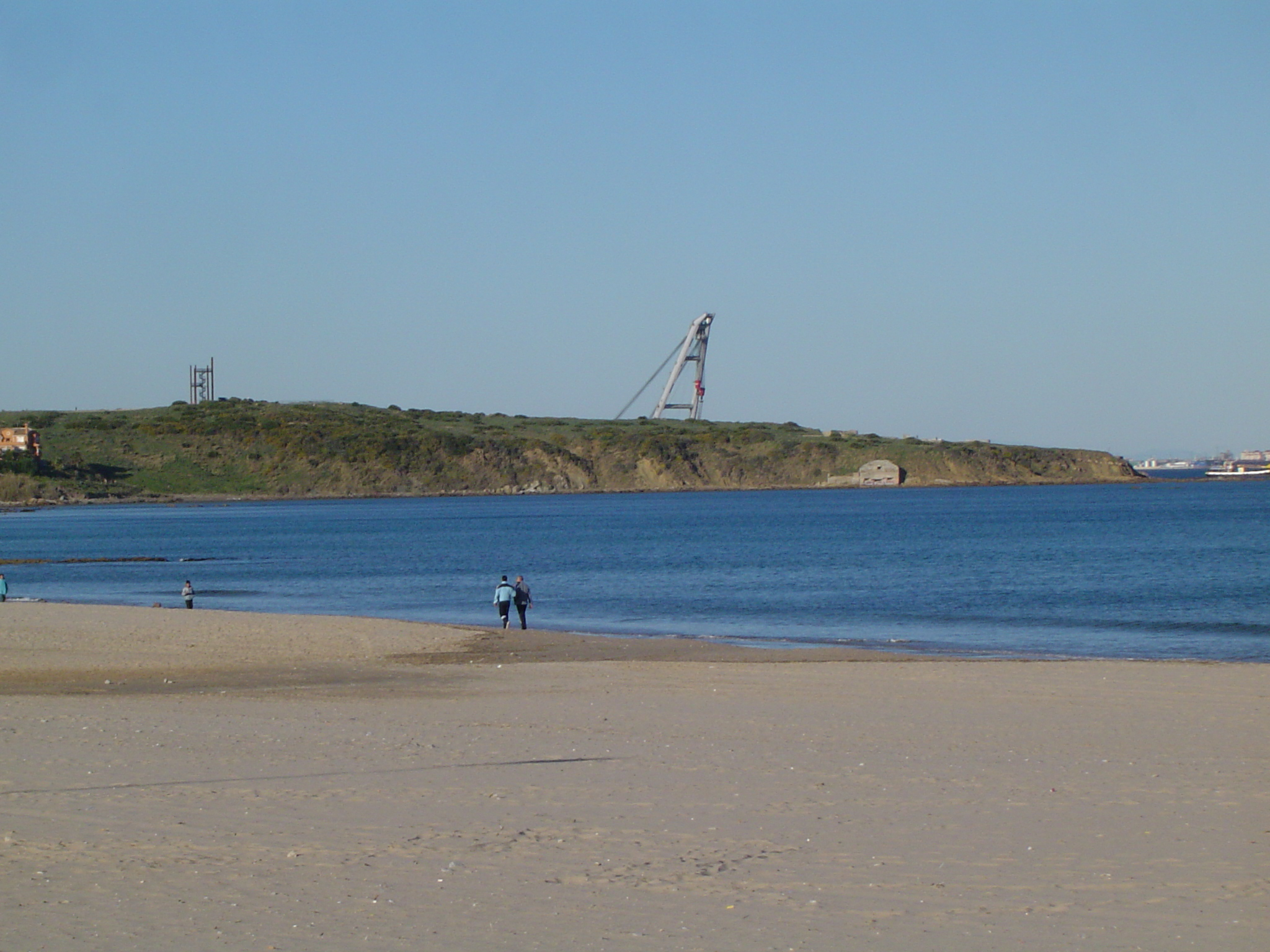 Foto playa El Rinconcillo. Getares con Grua al fondo