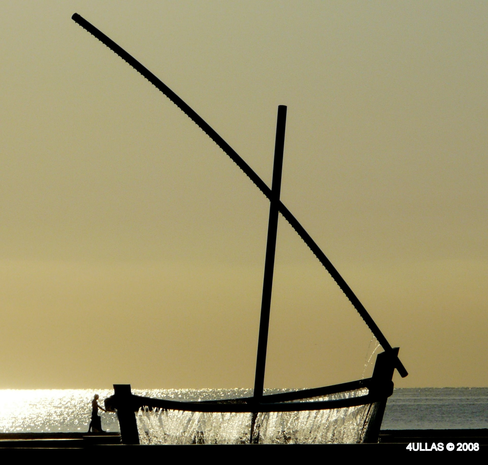 Foto playa Las Arenas. Latin shaped sailing boat fountain y Malvarrosa beach.