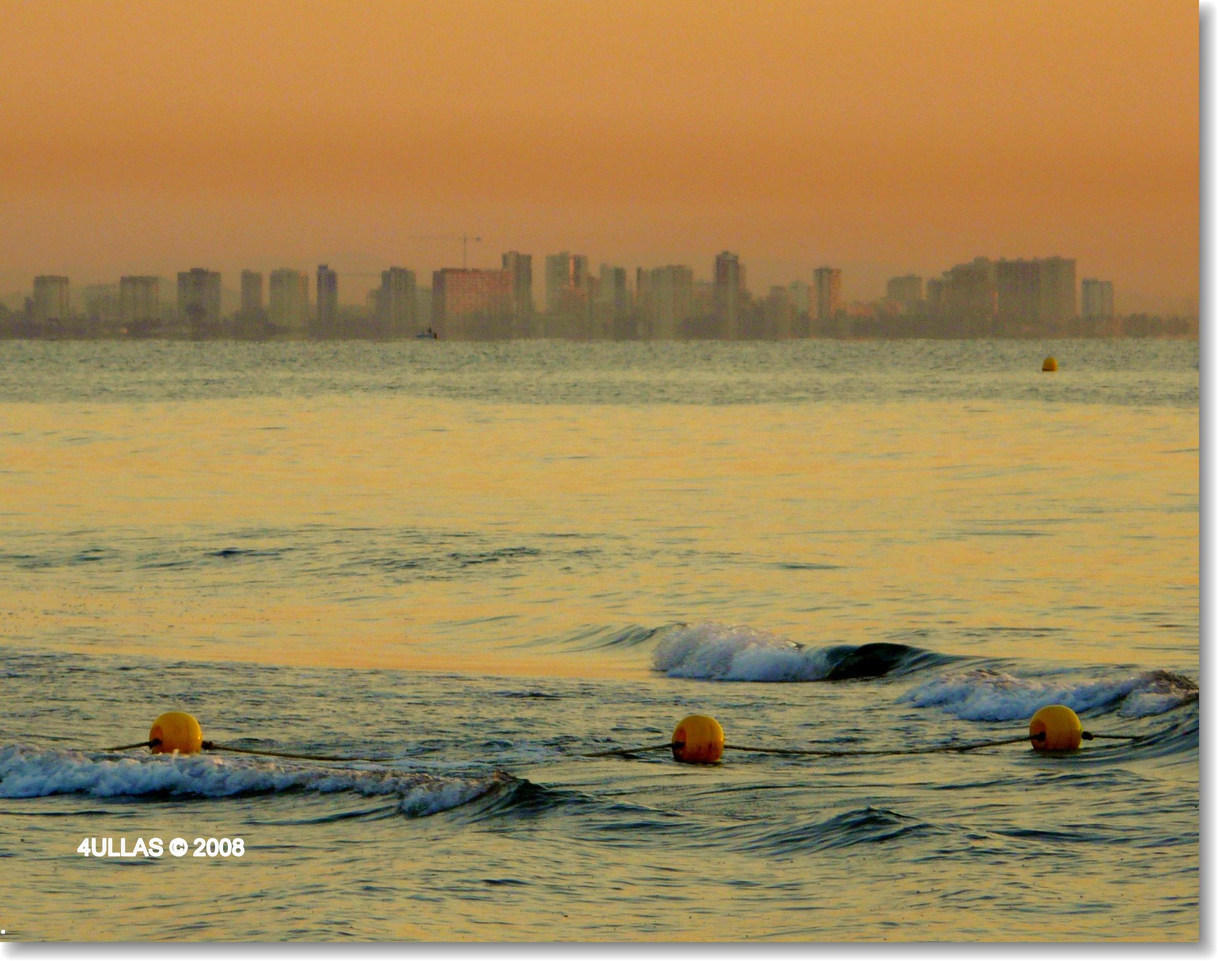 Foto playa Las Arenas. Valencia´s malvarrosa beach at sunrise light: Sorolla´s paintings scenario.