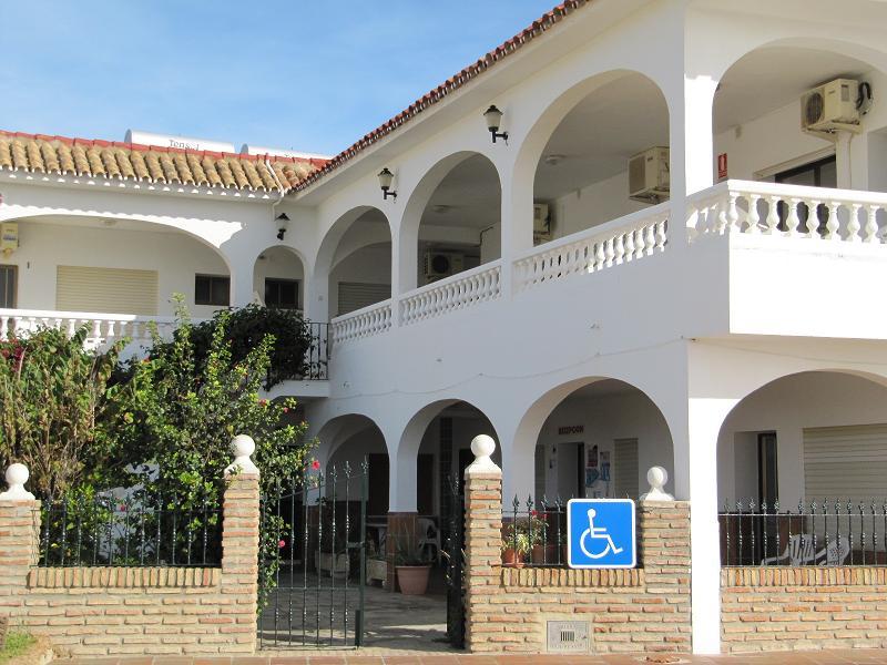Foto playa Bolonia. Apartamentos Miramar