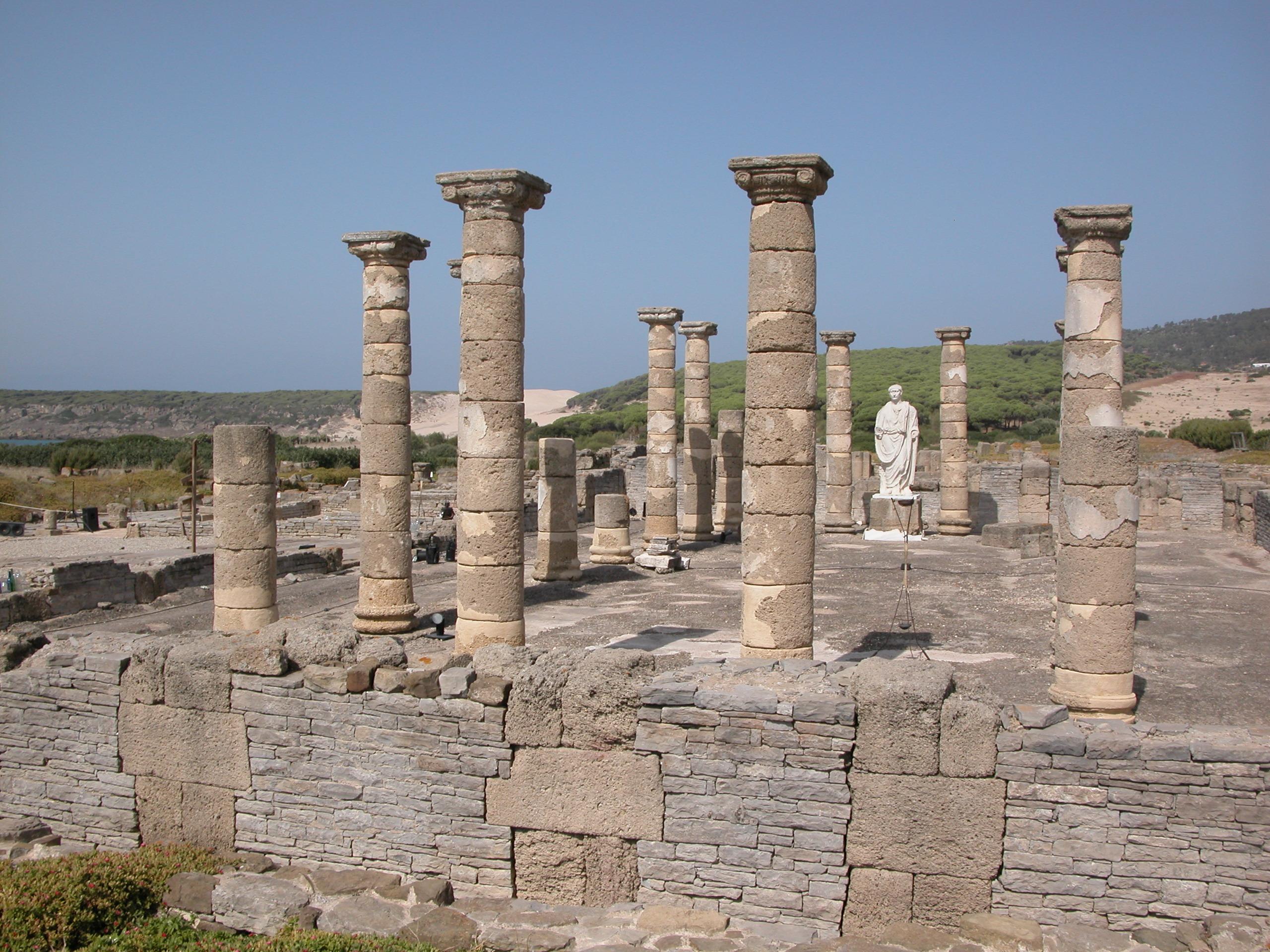 Foto playa Bolonia. Roman ruins