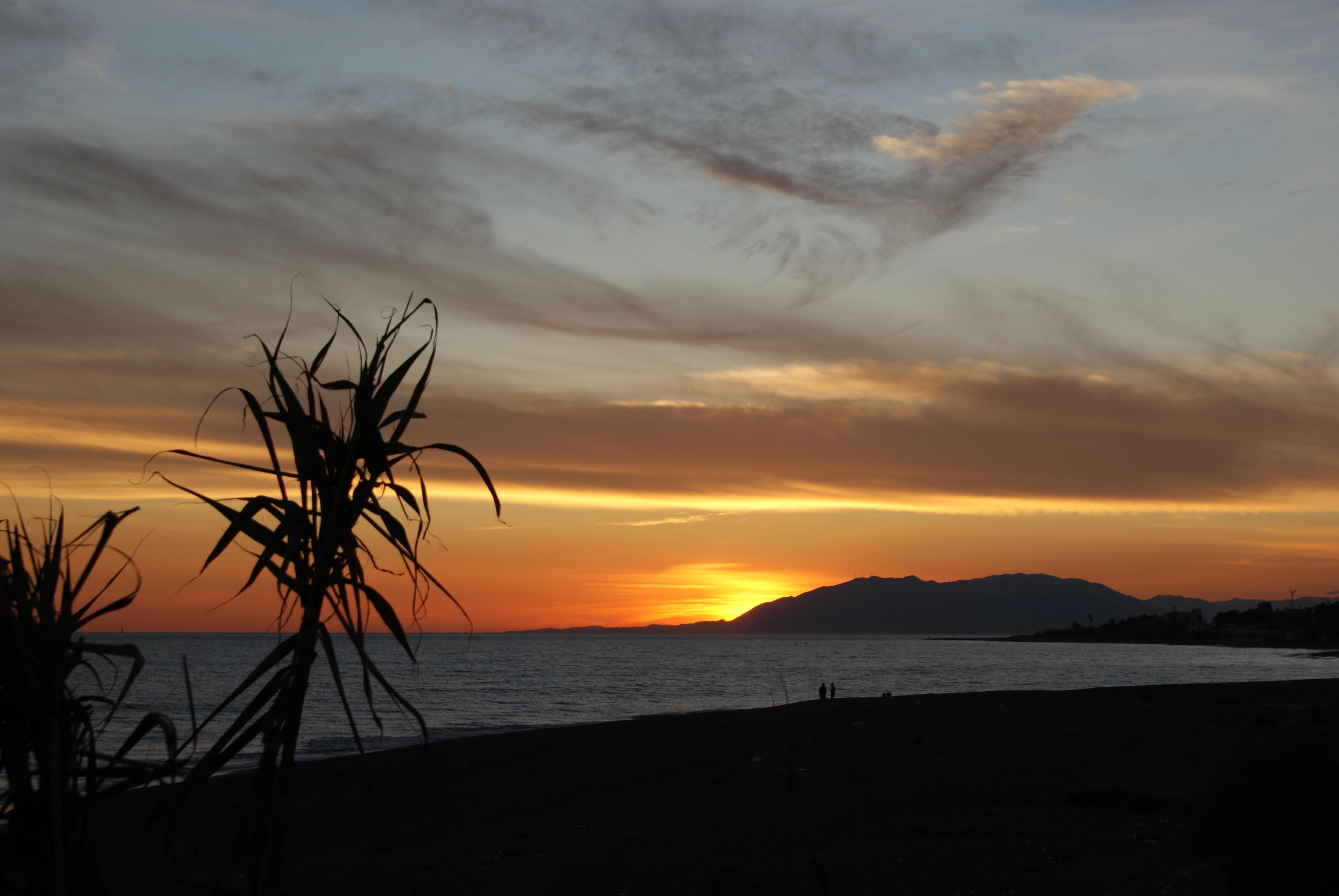 Foto playa Bajamar. Puesta de sol desde la playa, Almayate Bajo