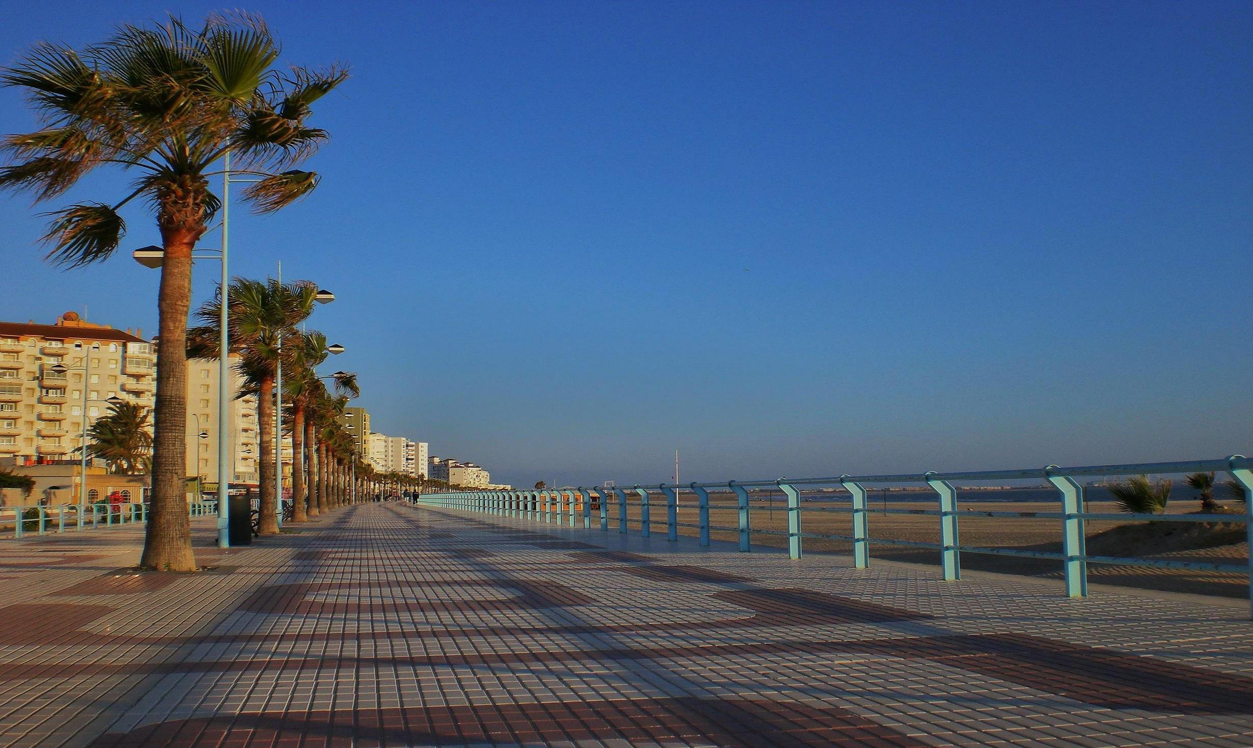 Foto playa Playa de Levante / Los Toruños. paseo maritimo de la playa de Valdelagrana --Puerto de Santa Maria (Cadiz)