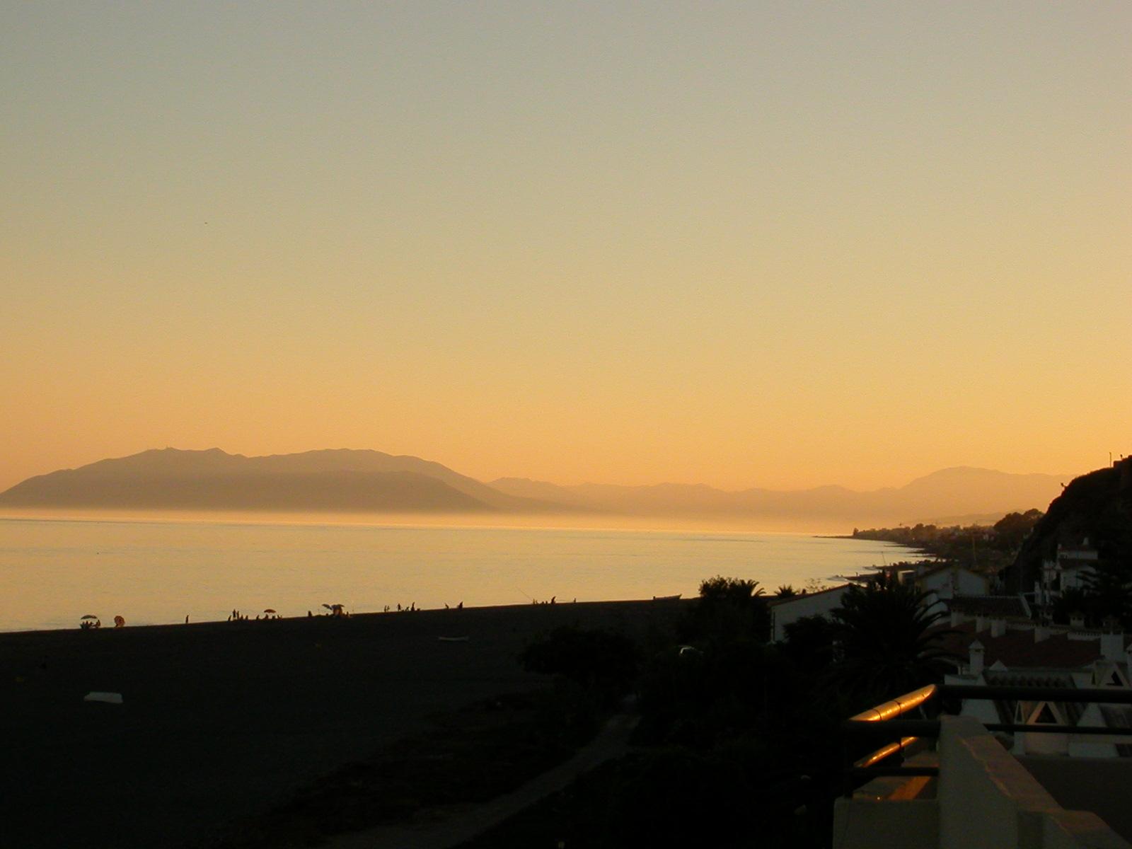 Foto playa Valle Niza. Atardecer playa Benajarafe