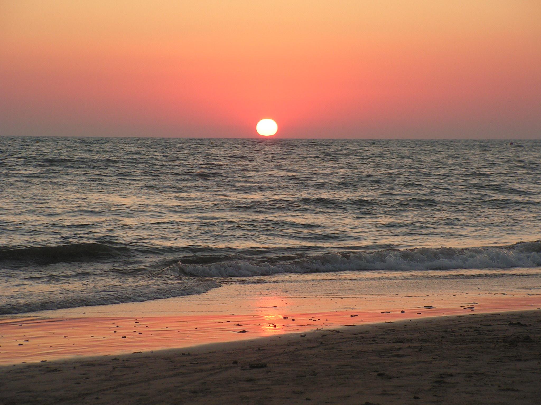 Foto playa Aguadulce / Peginas. Bello sur ,puesta del sol en el Camping playa agua dulce