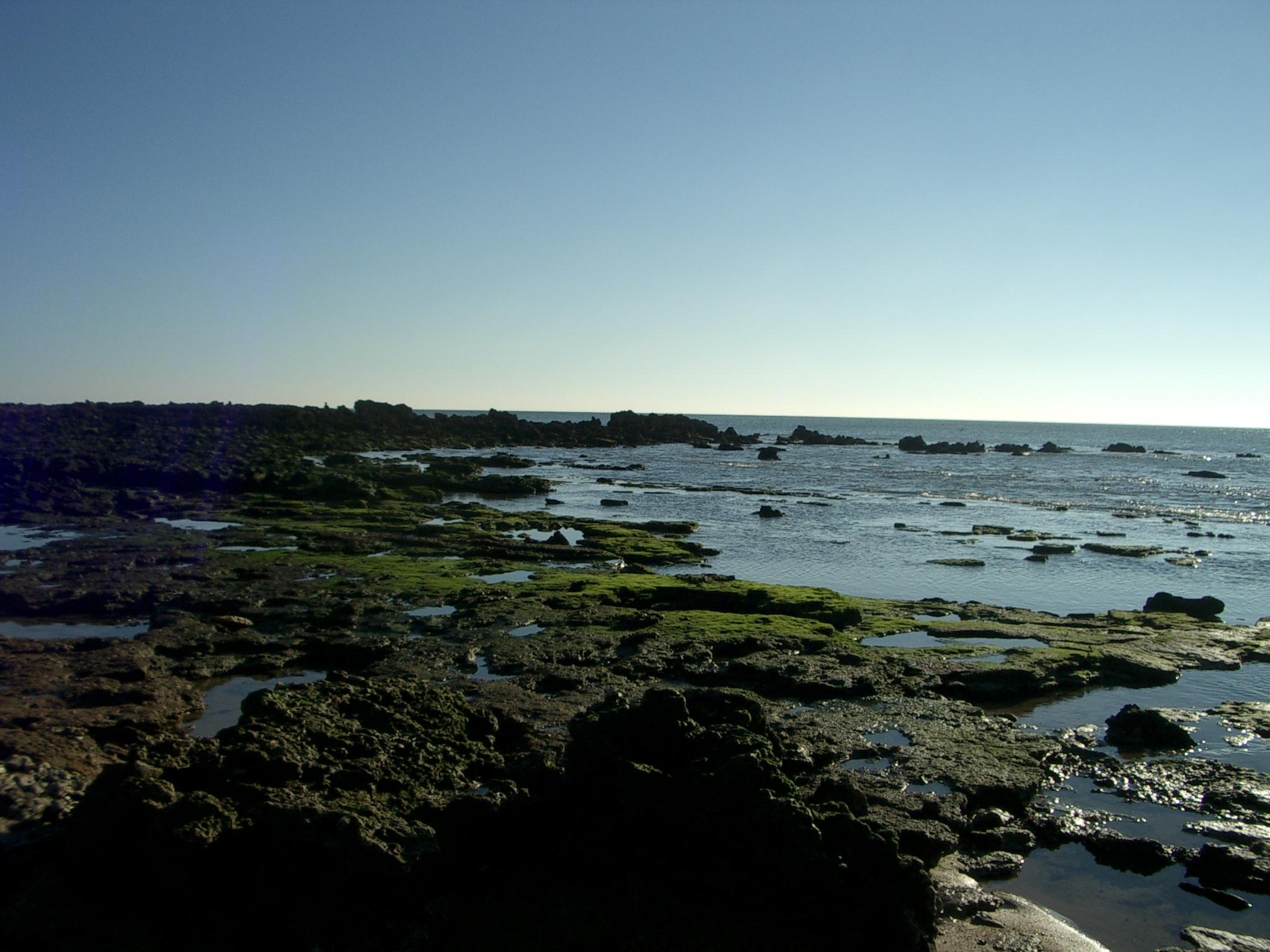 Foto playa Aguadulce / Peginas. Las rocas de Agudulce, donde pesca mi padre
