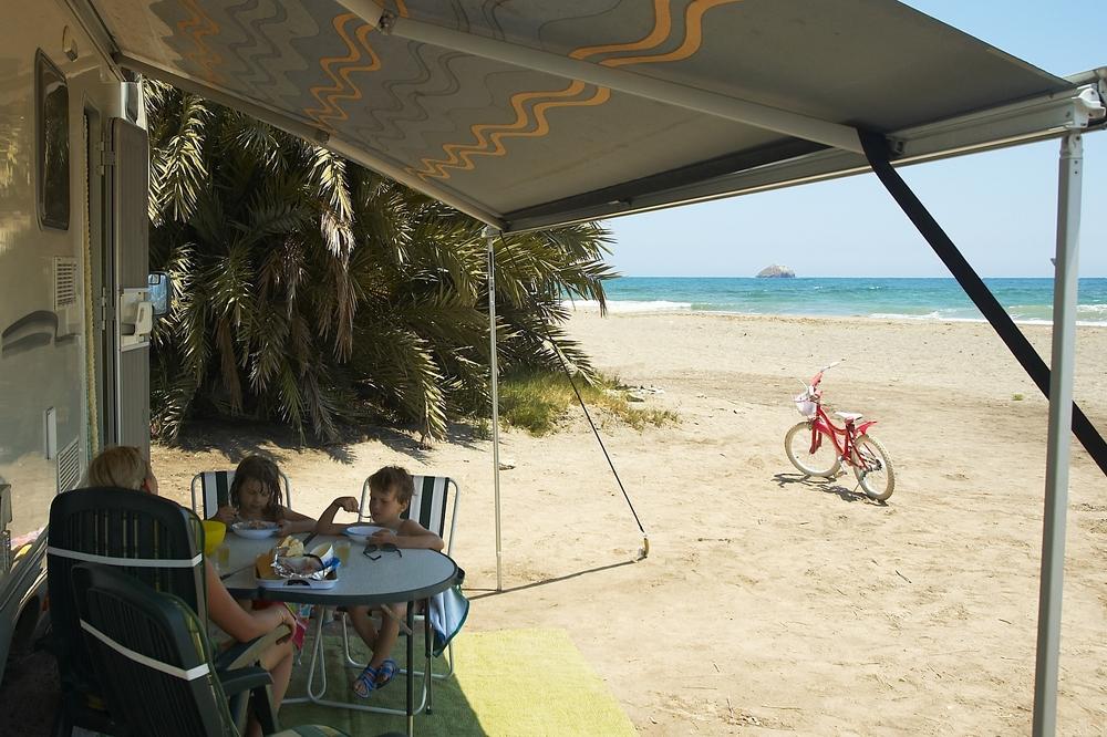 Foto playa La Entrevista. Lakóautós tábor, caravan parkplacce