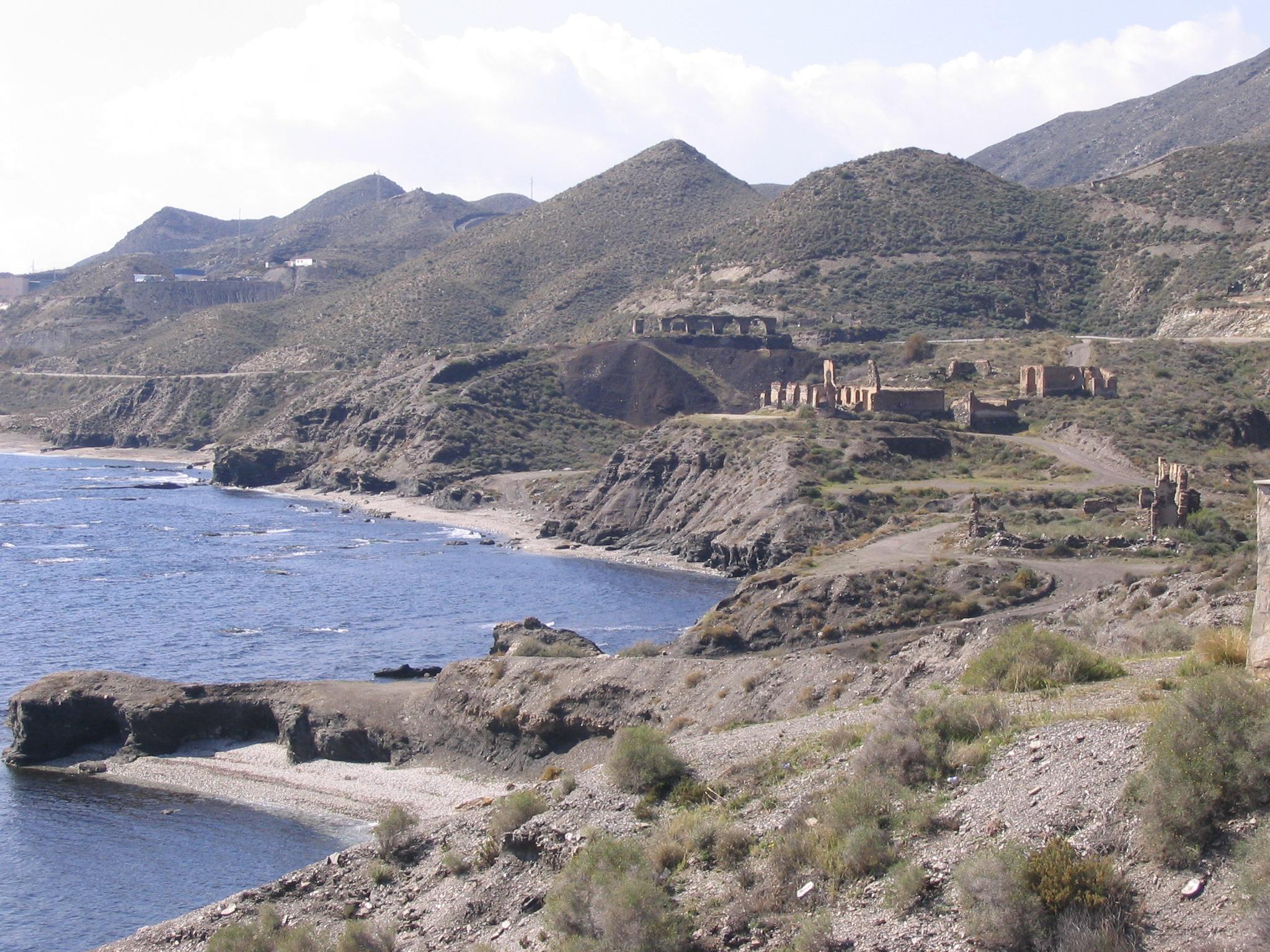 Foto playa Cala de la Dolores. Ecos mineros de ayer en la costa almeriense