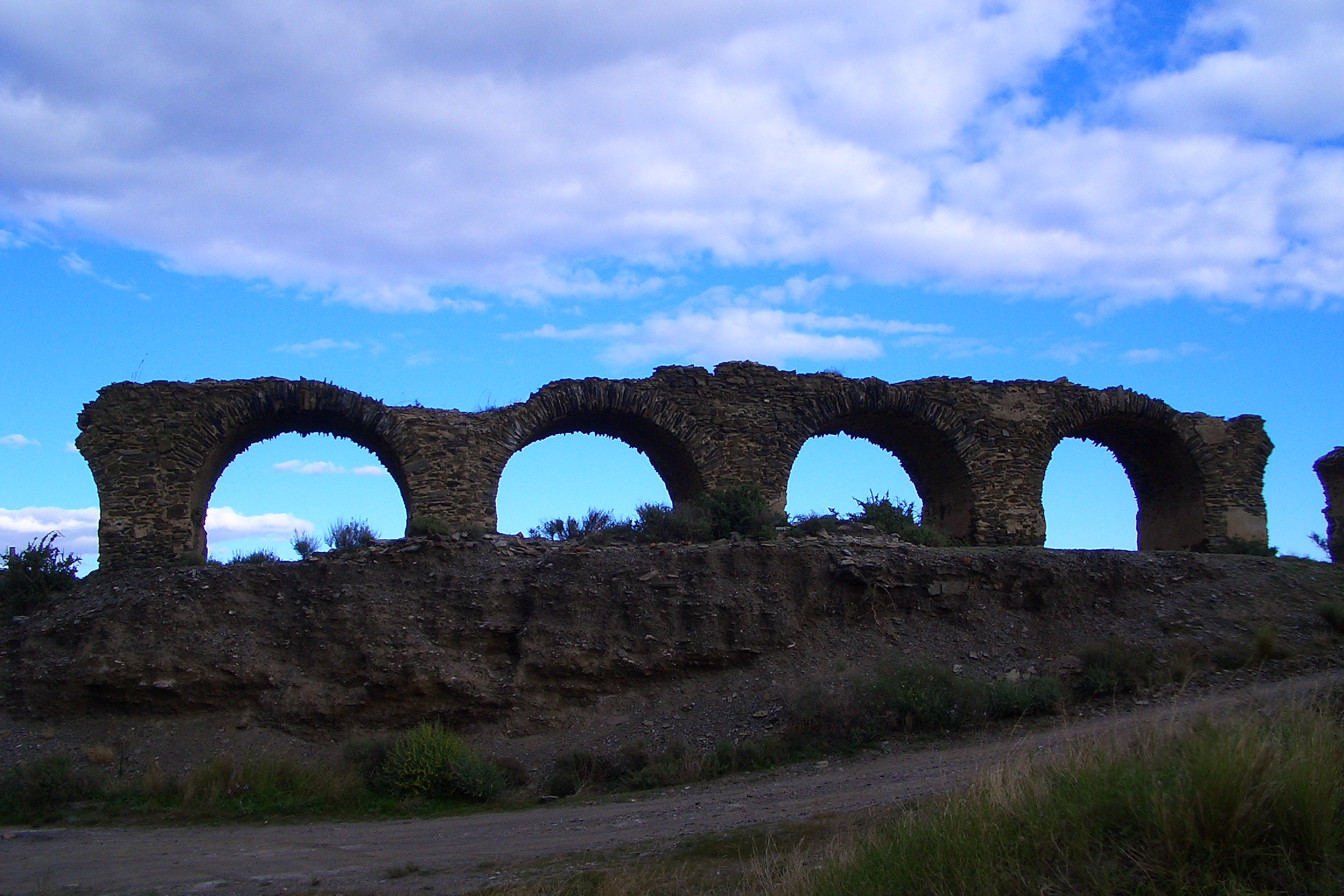 Foto playa Cala de la Dolores. Old bridge on the coast near Villaricos