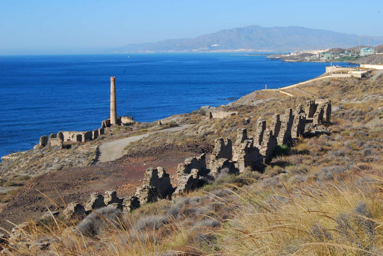 Foto playa Cala de la Dolores. Restos de la fundición