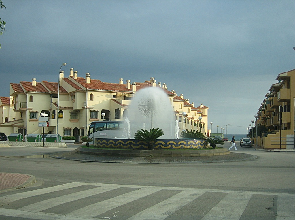 Foto playa Los Rubios. The dangerous roundabout in Benagalbón! (Its beauty took too much of my attention from the traffic) ;-)