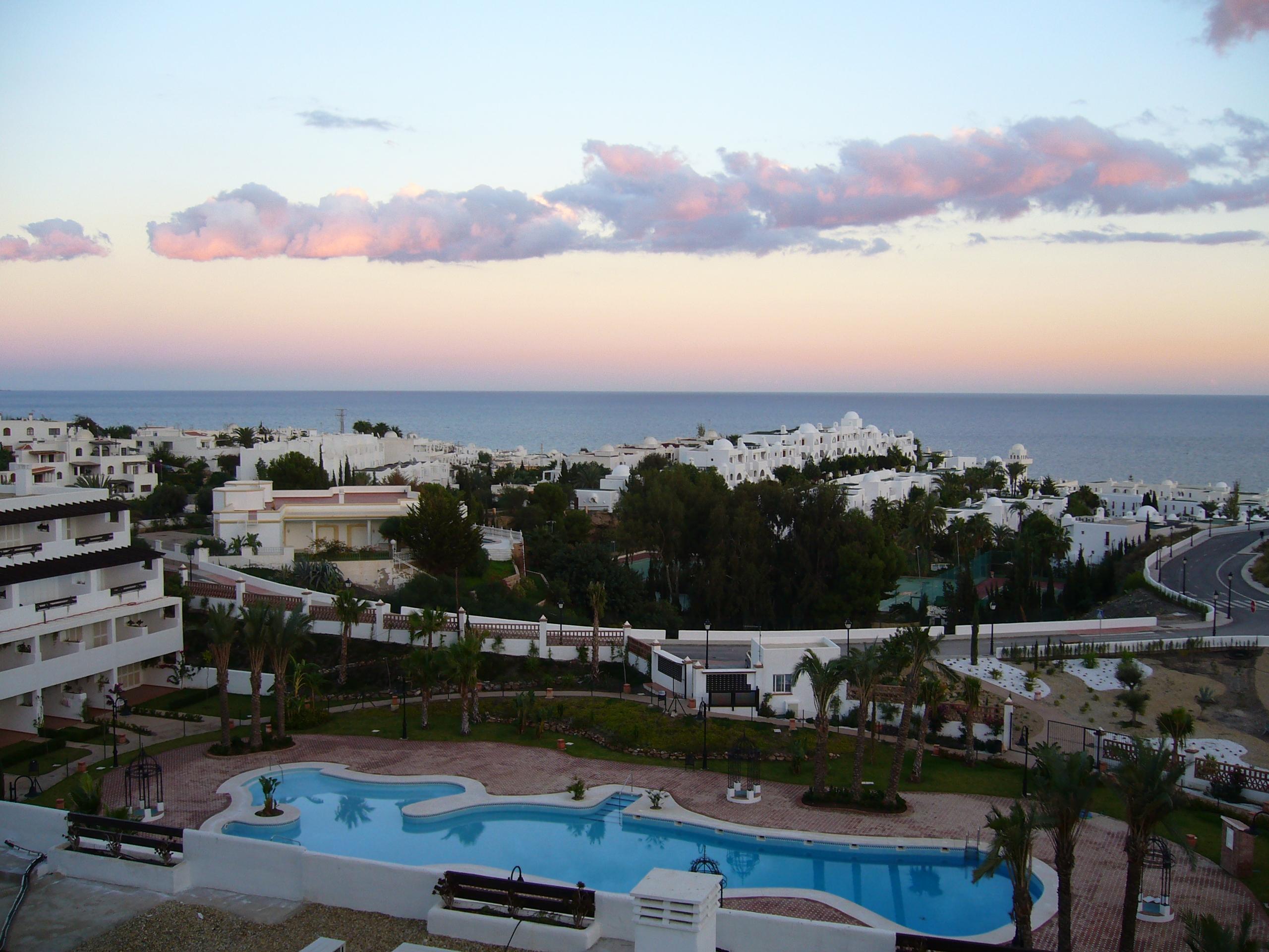Foto playa Puerto Rey. casas al mar