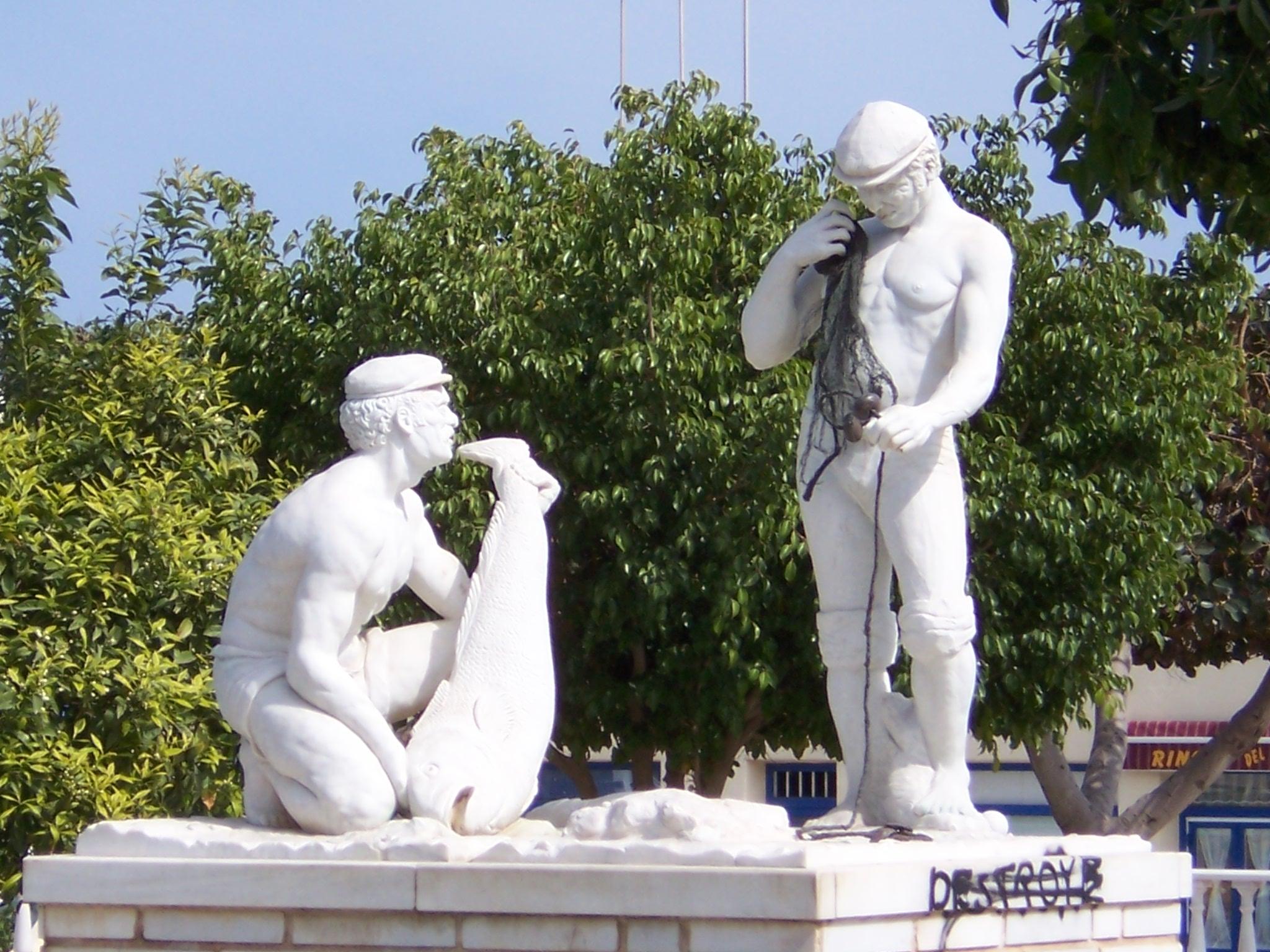 Foto playa Las Marinas-Bolaga / Las Marinas / Maricielo. monumento a los pescadores