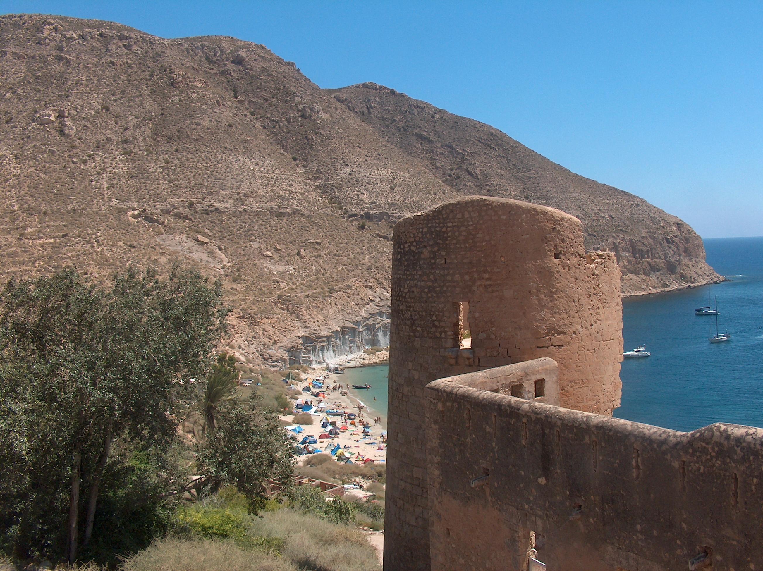 Foto playa Cala San Pedro. Castillo y cala de San Pedro
