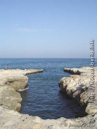Foto playa Cala del Cuervo. Antiguo embarcadero en la roca (http://fotos.ciberia.info)