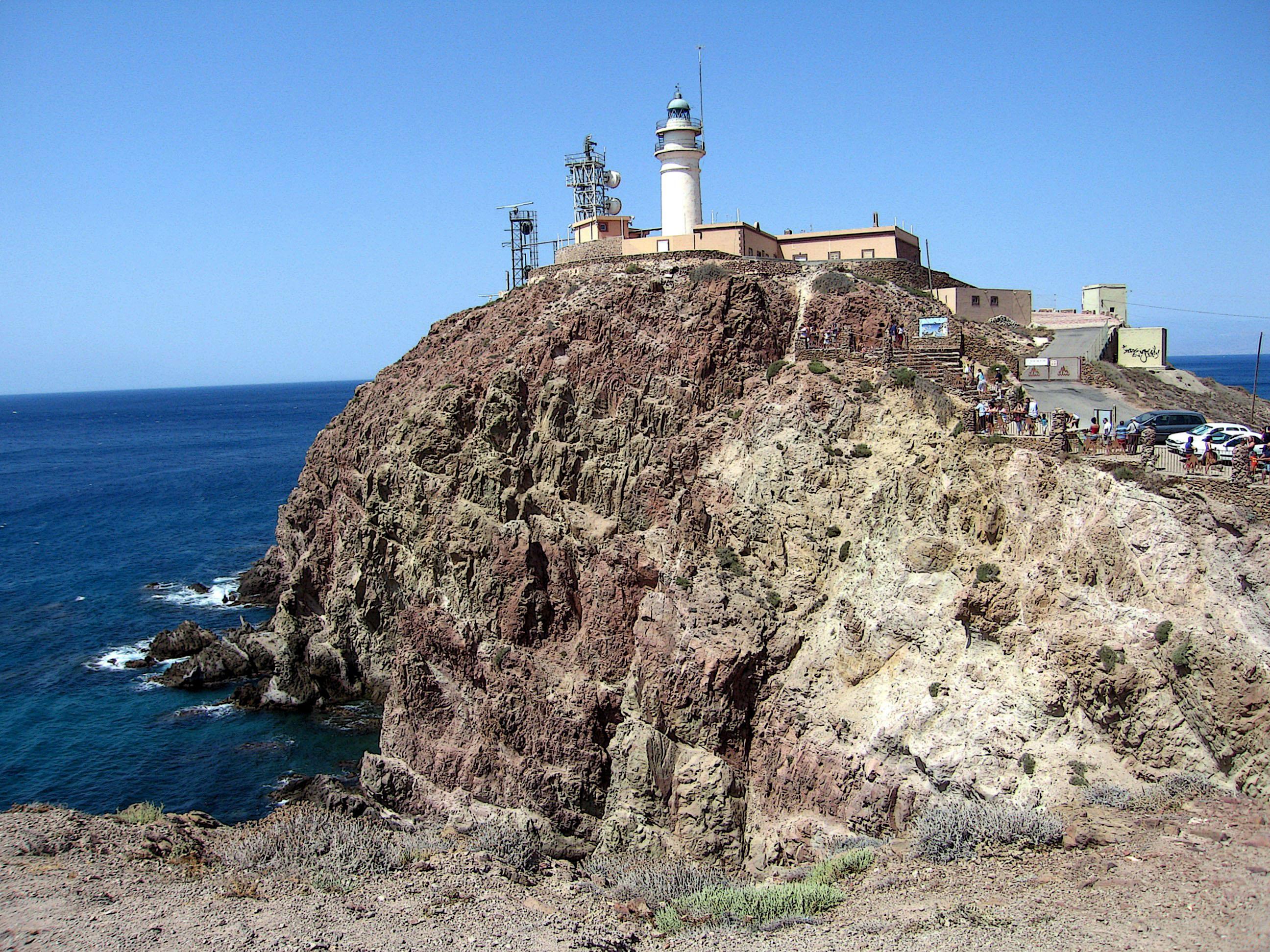 Foto playa La Fabriquilla. el faro del cabo de gata