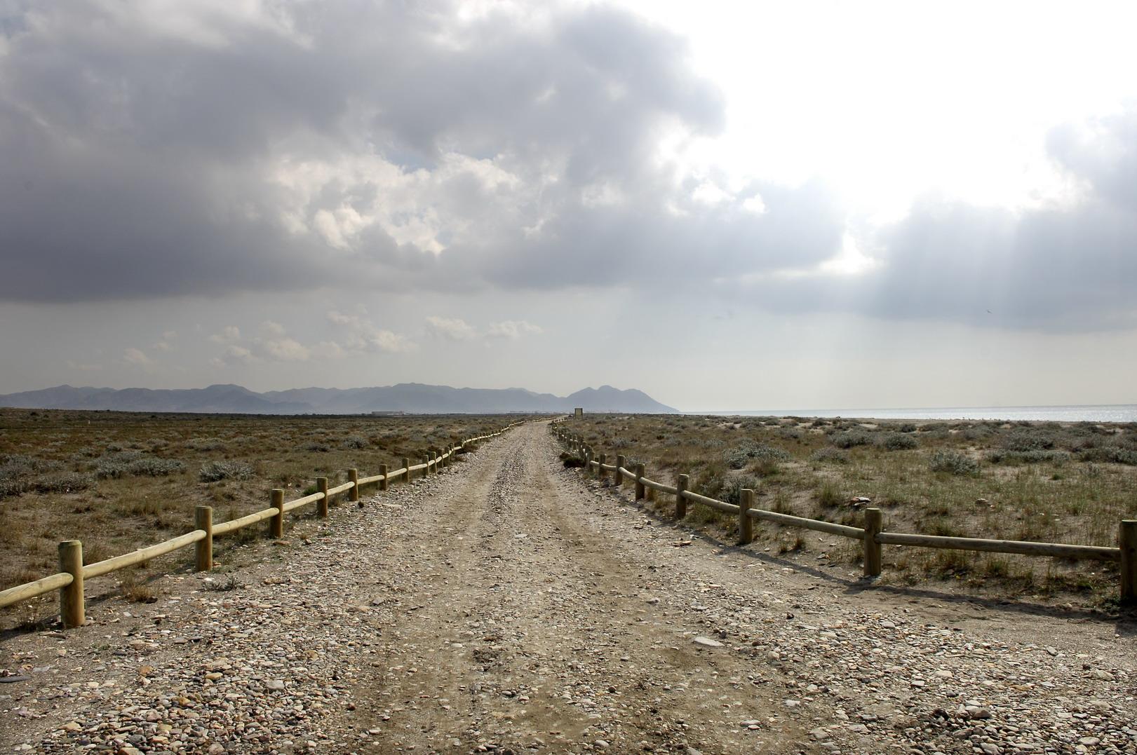 Foto playa Las Amoladeras. Playa de las Amoladeras, camino hasta Cabo de Gata