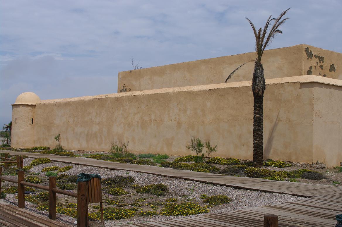 Foto playa El Toyo. cuartel del Toyo