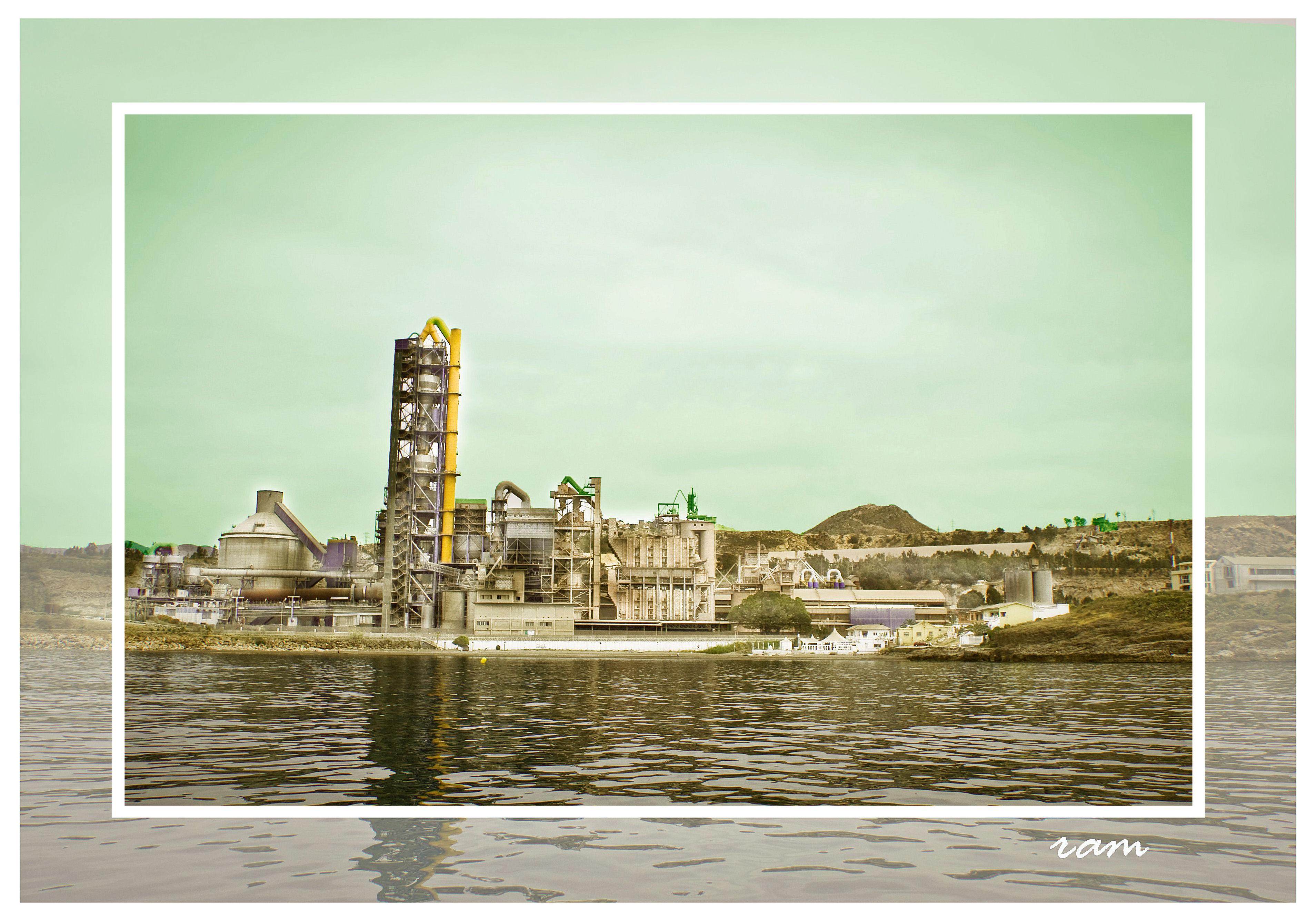 Foto playa Fábrica del Cemento. antigua fábrica de cemento