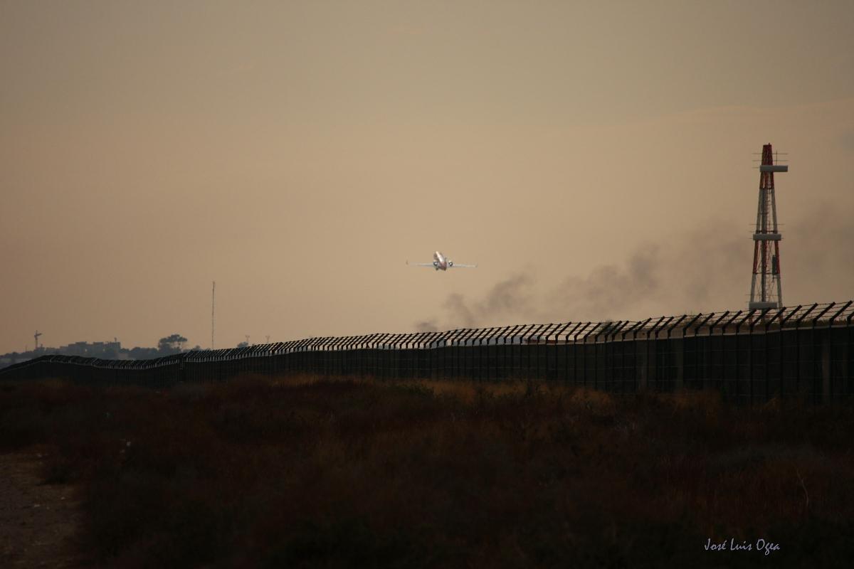 Foto playa El Perdigal / Alquián. Take off. Almería Airport.