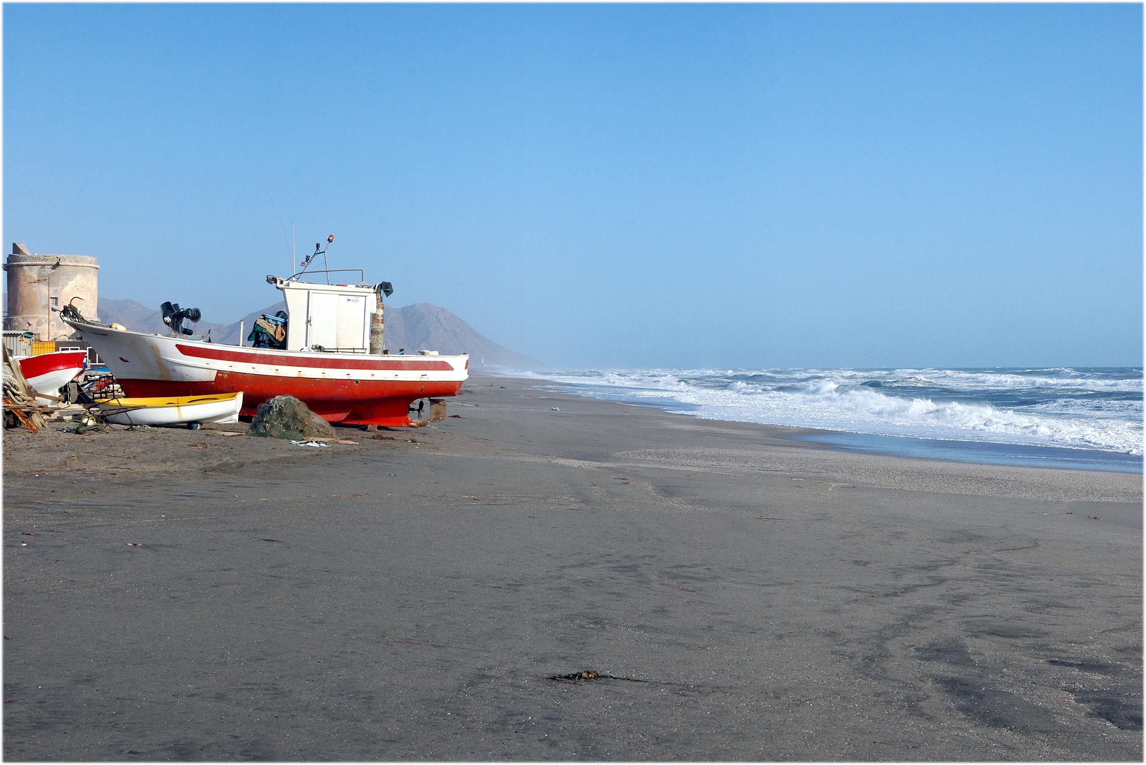 Foto playa El Perdigal / Alquián. Barca en el Varadero