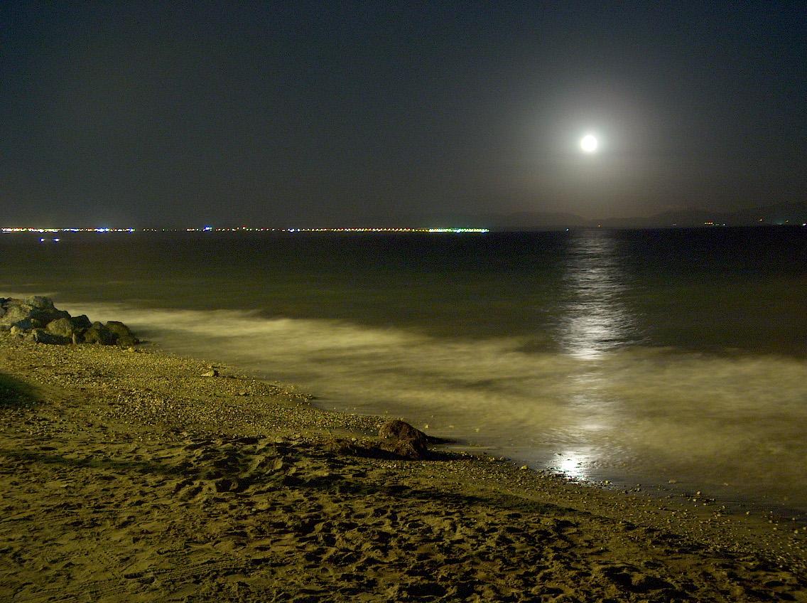 Foto playa Costacabana. Playa de Costacabana por la noche (junto al Bar Jiménez)