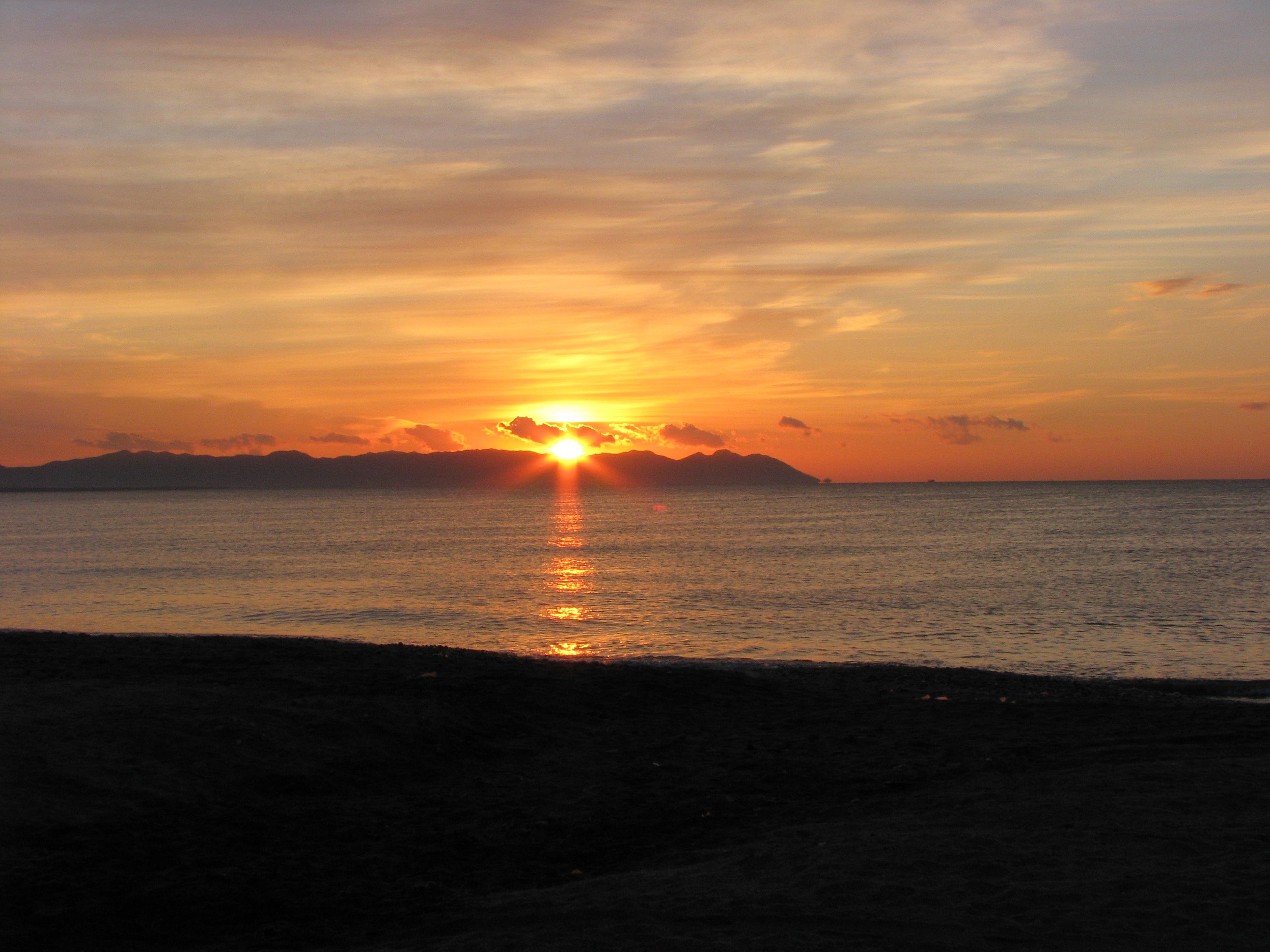Foto playa Costacabana. Amanecer sobre el Cabo de Gata