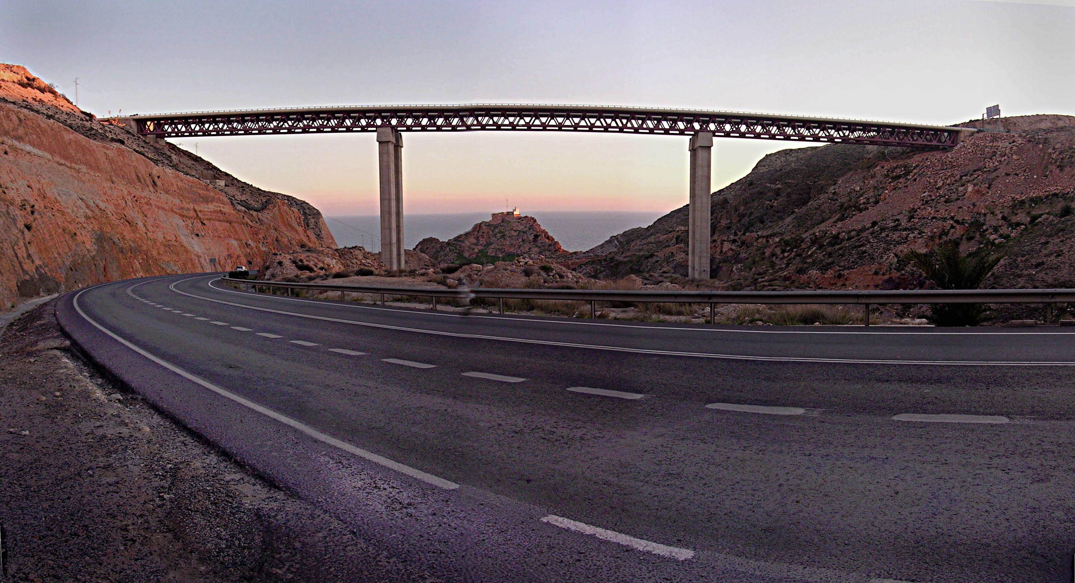 Foto playa La Garrofa / Camping de La Garrofa. El puente de Bayyana