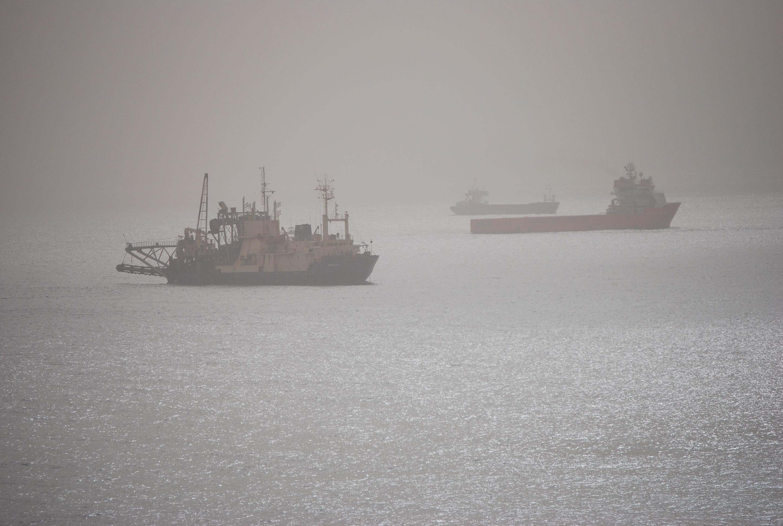 Foto playa El Palmer / La Parra. Barcos en la niebla