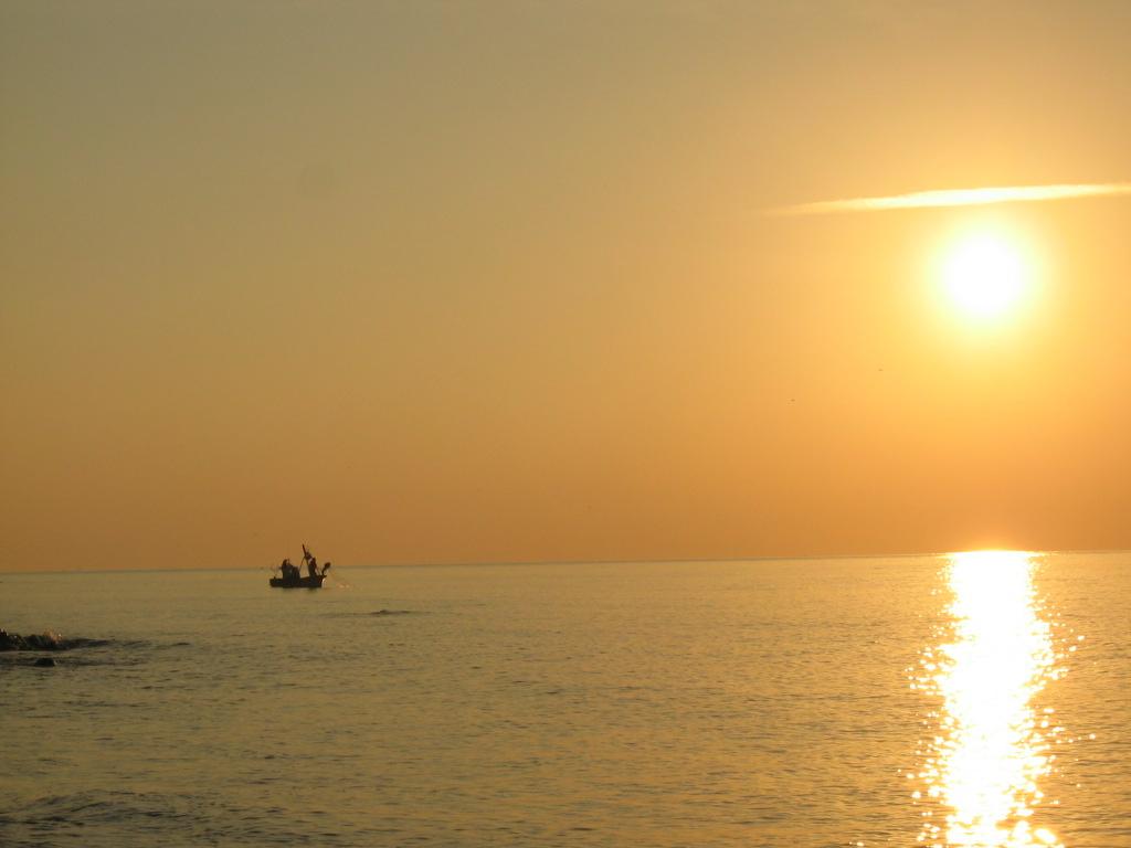 Foto playa La Juana. Pesca tradicional en las Islas Salomón del Mediterráneo