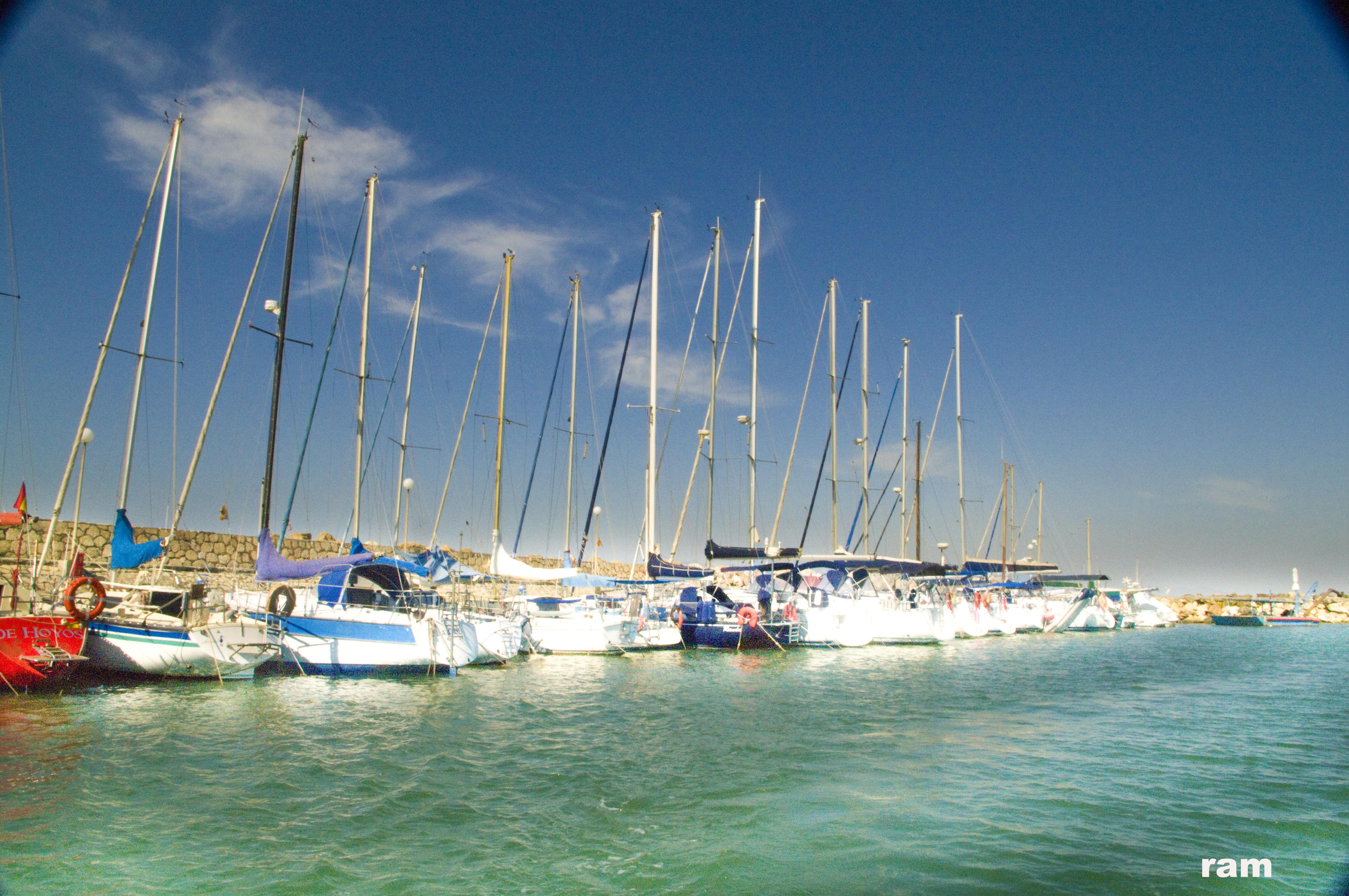 Foto playa El Palo. día de ventolera en el candado, pto. deportivo