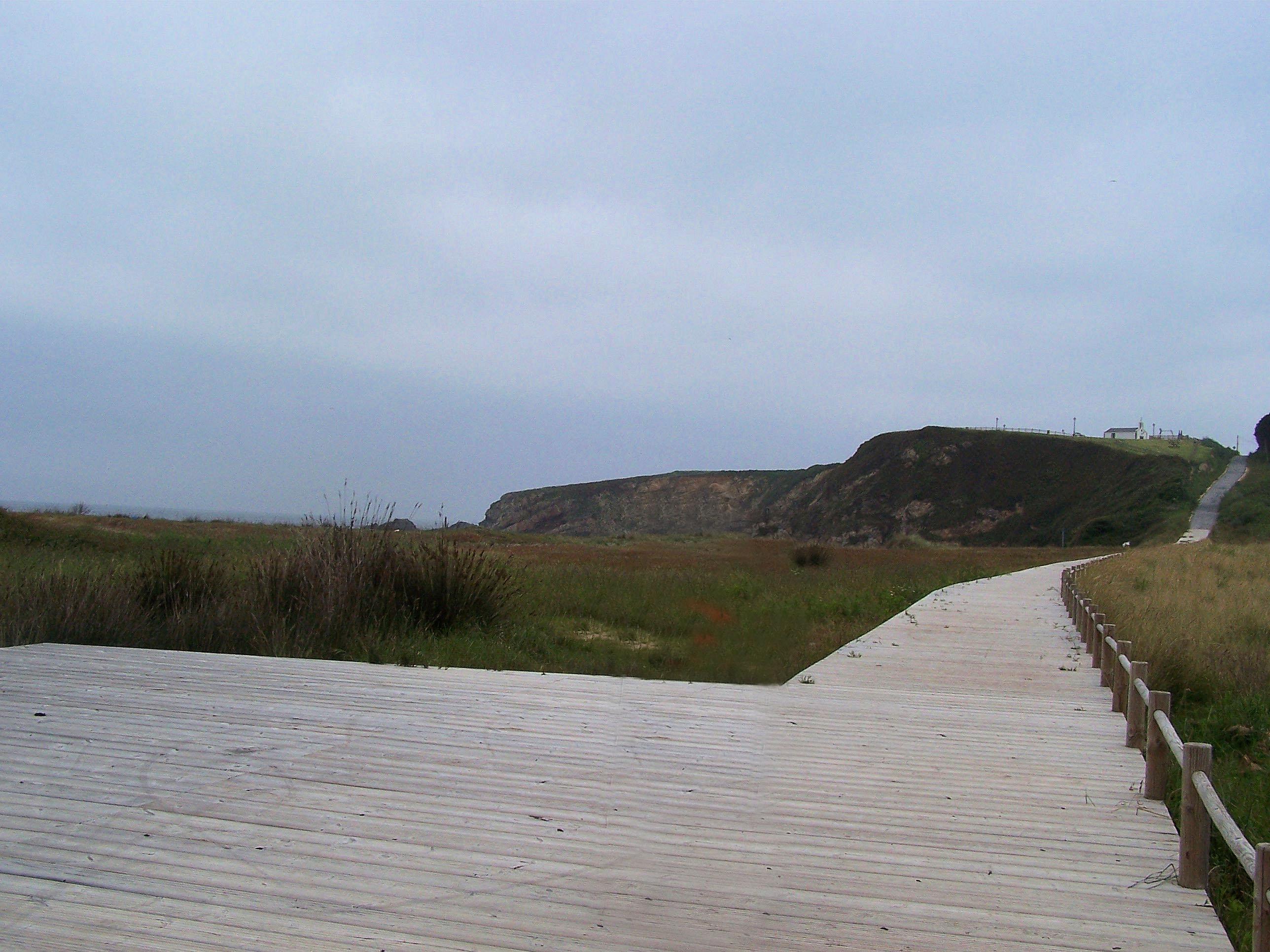 Foto playa Pantorga / Santa Gadea / Ribeiria. Playa de Penarronda y al fondo la Ermita San Lorenzo Santa Gadea.