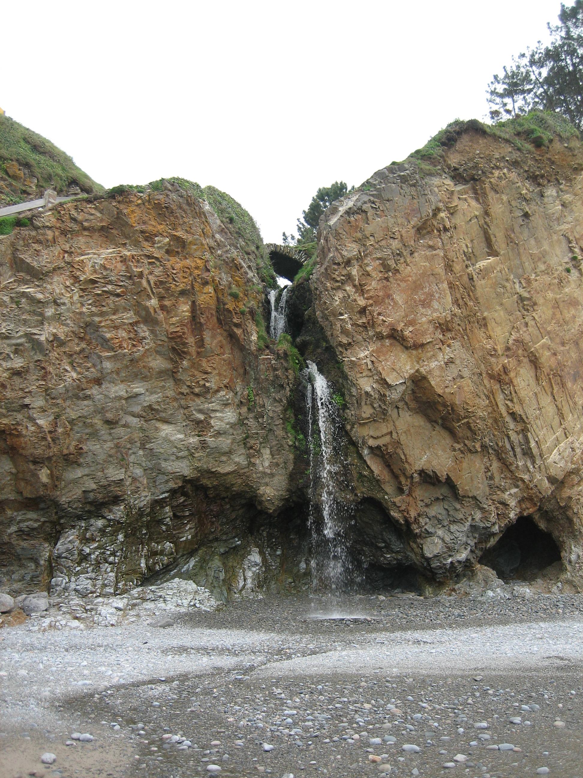 Foto playa El Barco. Cascada
