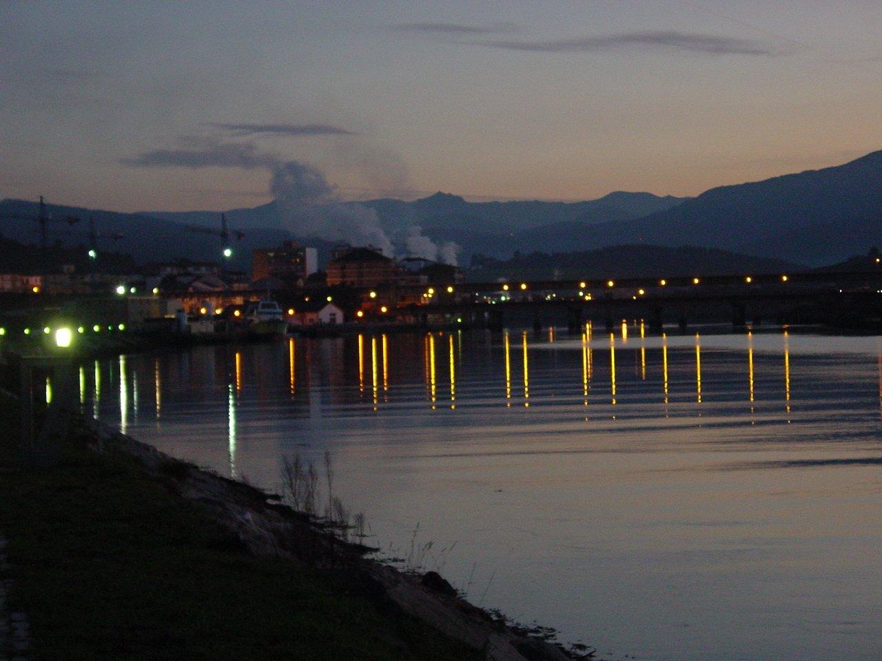 Foto playa Navia. Navia Vista Nocturna