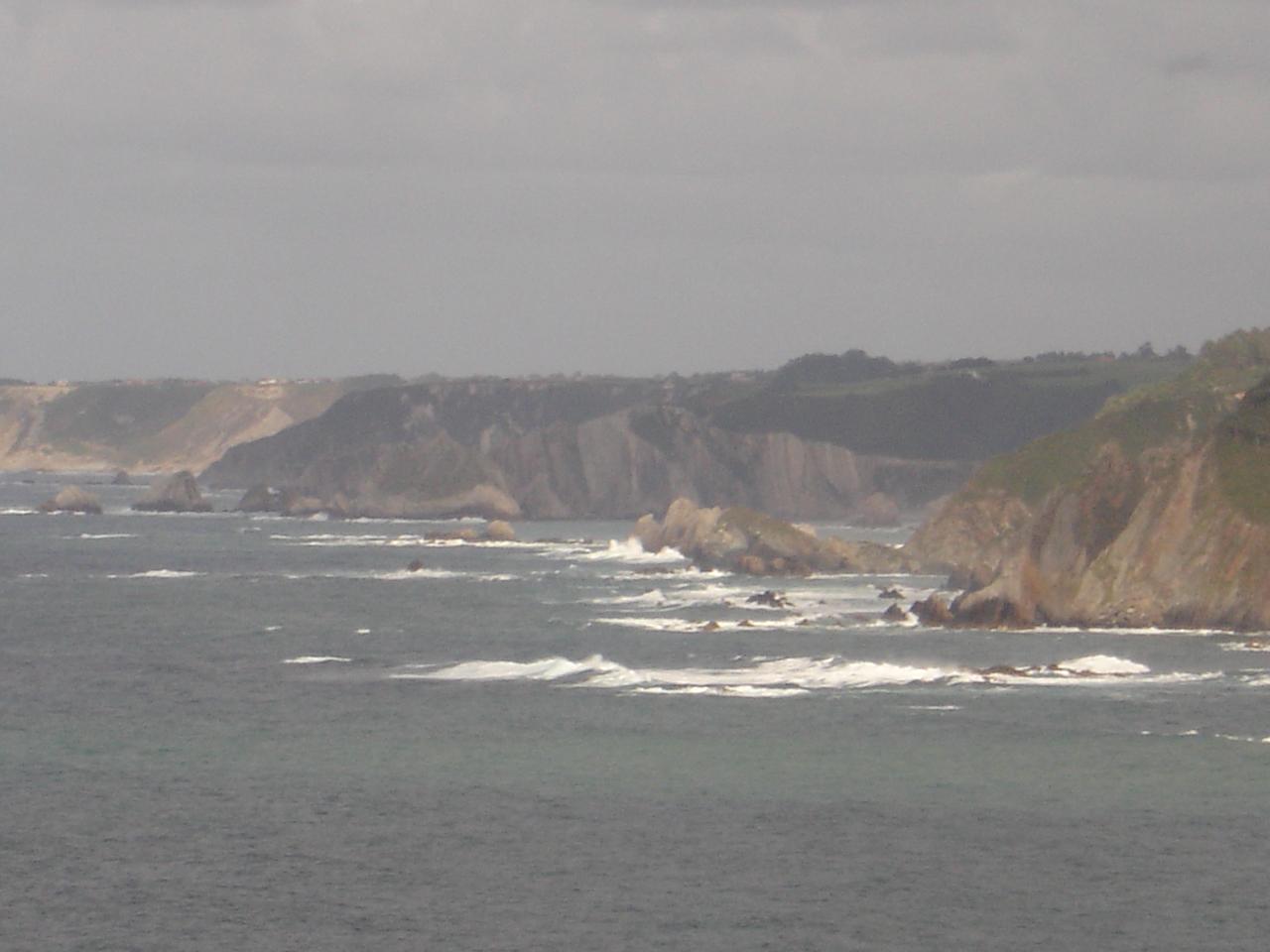 Foto playa Fontanecha. Acantilados frente La Regalina