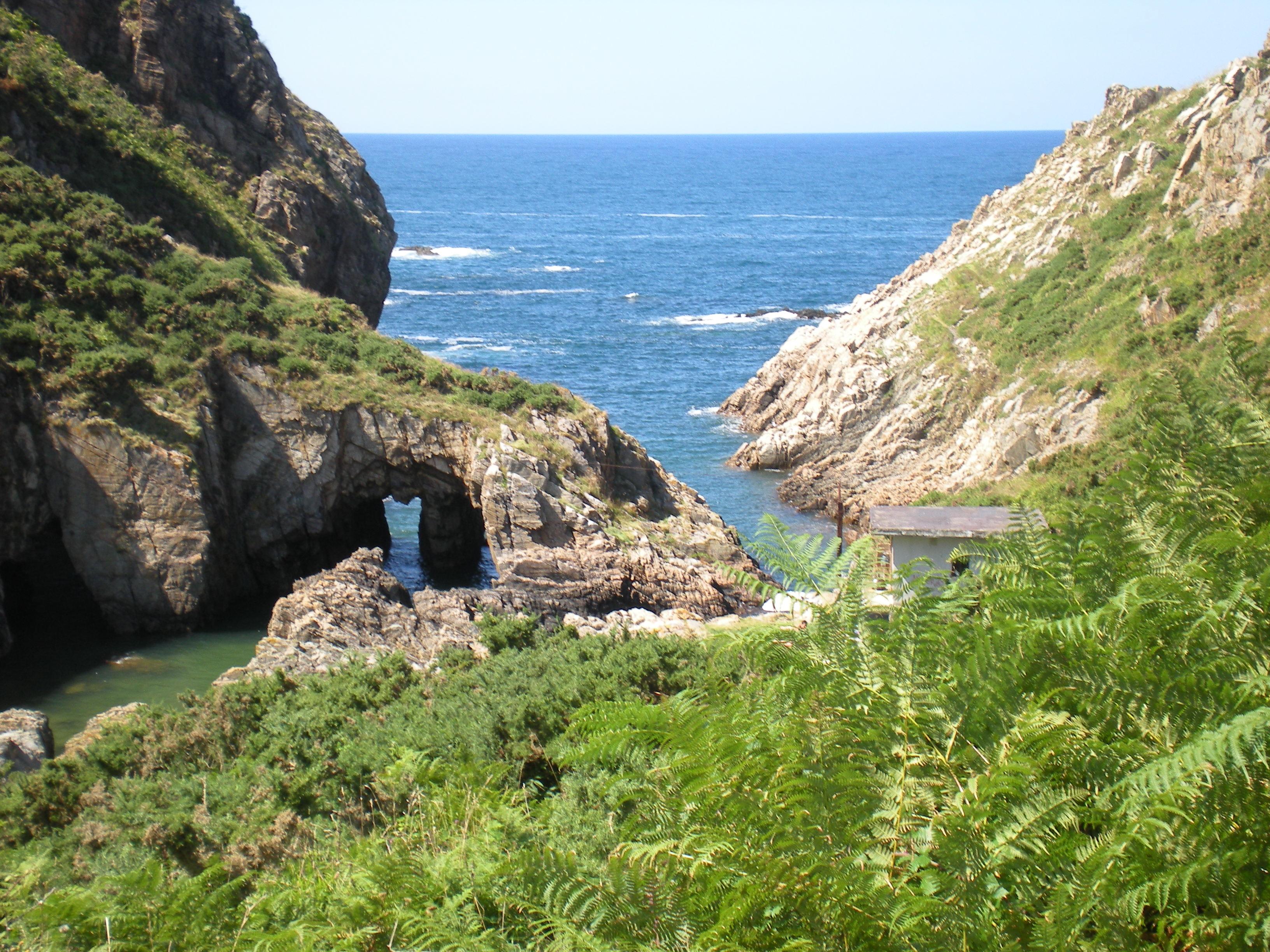 Foto playa El Riego. Cala en Novellana, Asturias.