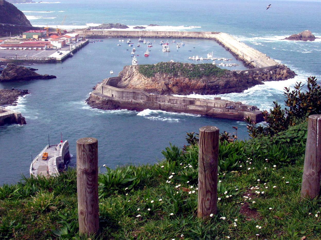 Foto playa La Corvera. Puerto Nuevo de Cudillero, Asturias, España