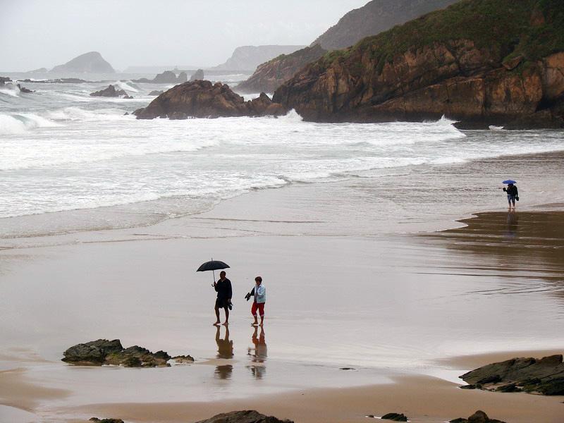 Foto playa Xan-Xun. Playa de Aguilar - El paraguas no es para el sol