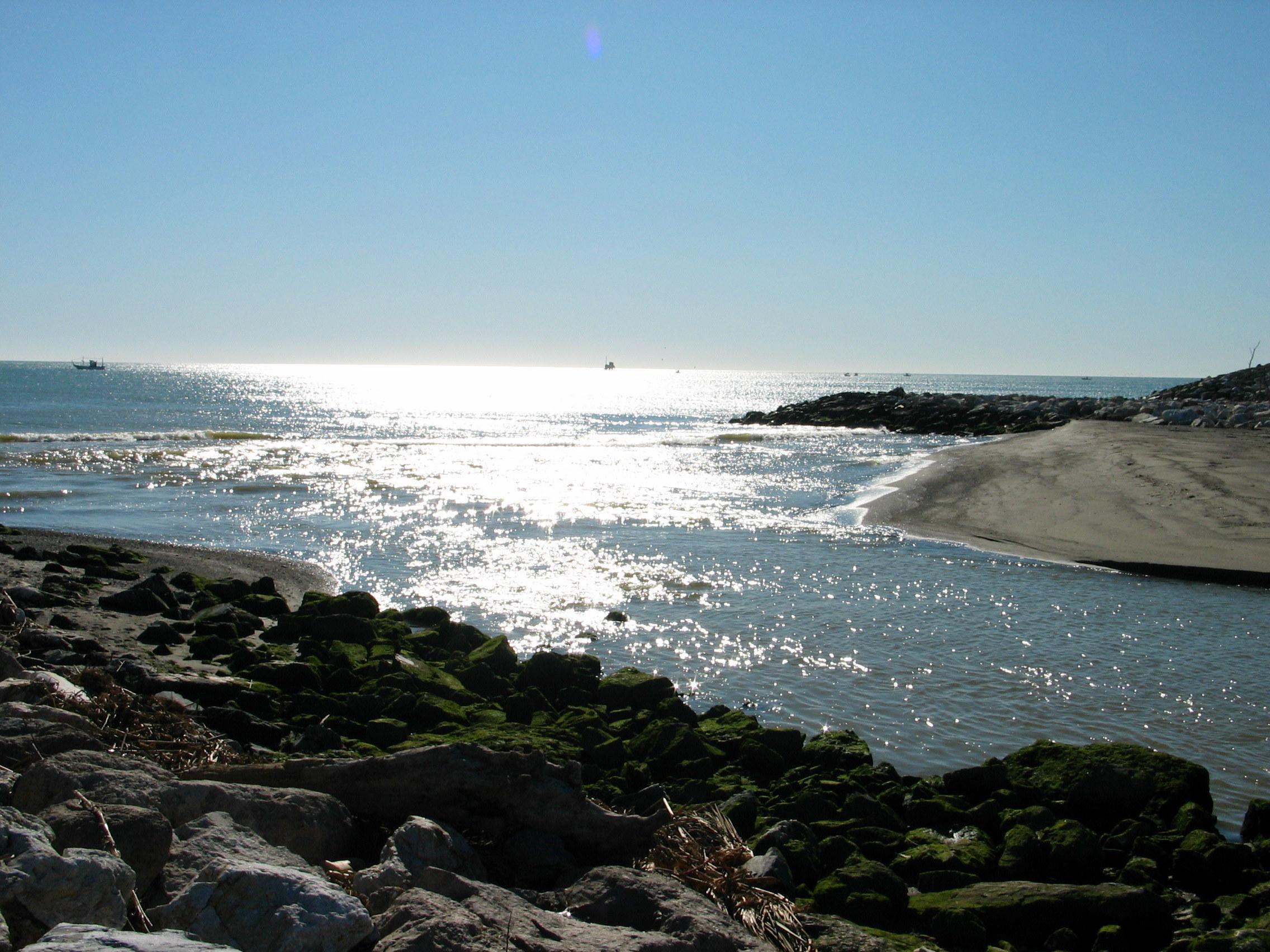 Foto playa Guadalhorce. Reflejos en la desembocadura