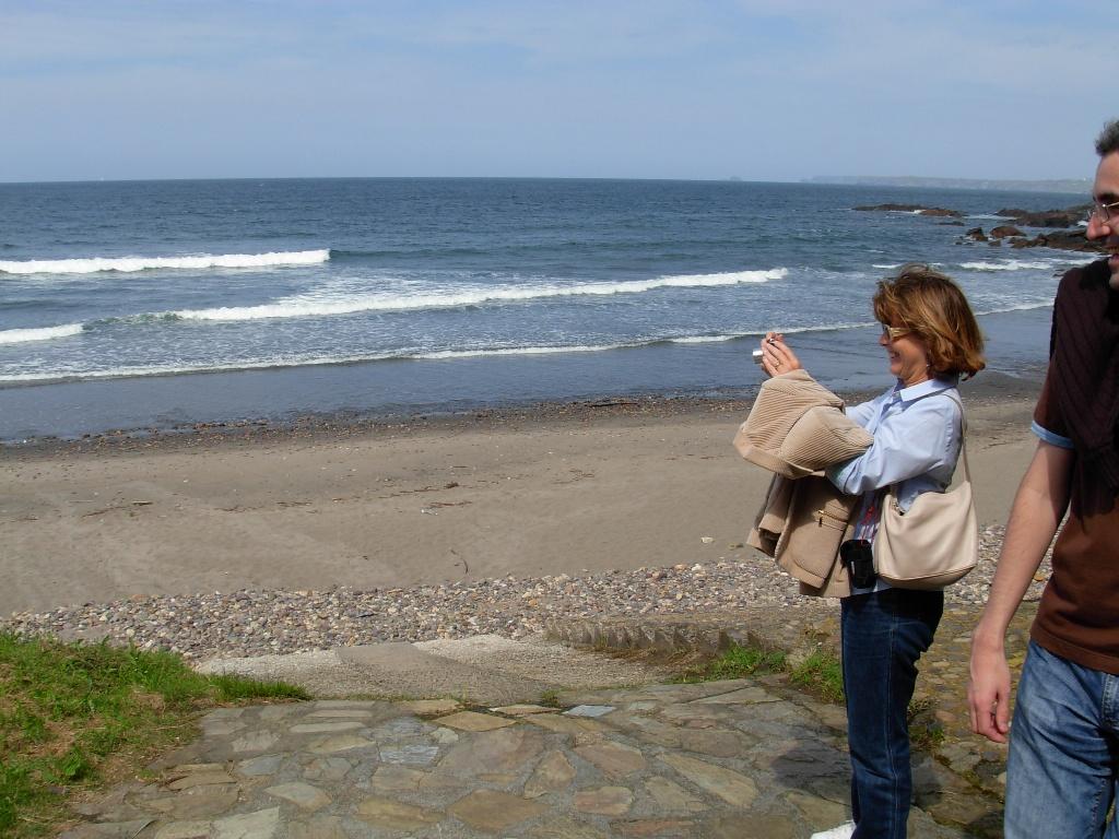 Foto playa El Cordial / El Reguero. Rosa fotografiando a Pepe...