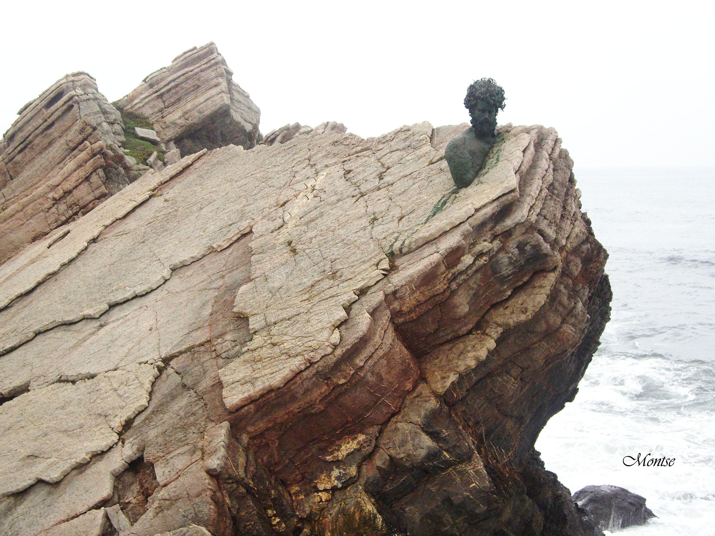 Foto playa Salinas. Monumento a PHILIPPE COUSTEAU-SALINAS