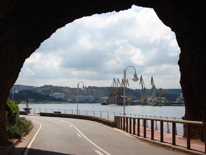 Foto playa San Juan / El Espartal / San Juan de Nieva.  Tunel