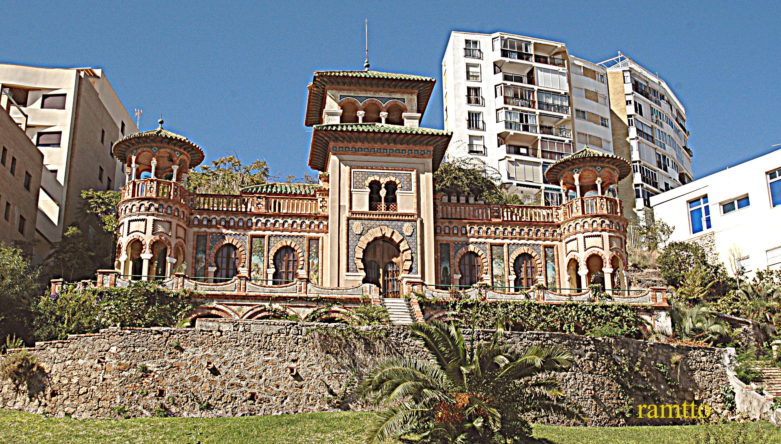 Foto playa El Bajondillo. palacio arabe en torremolinos