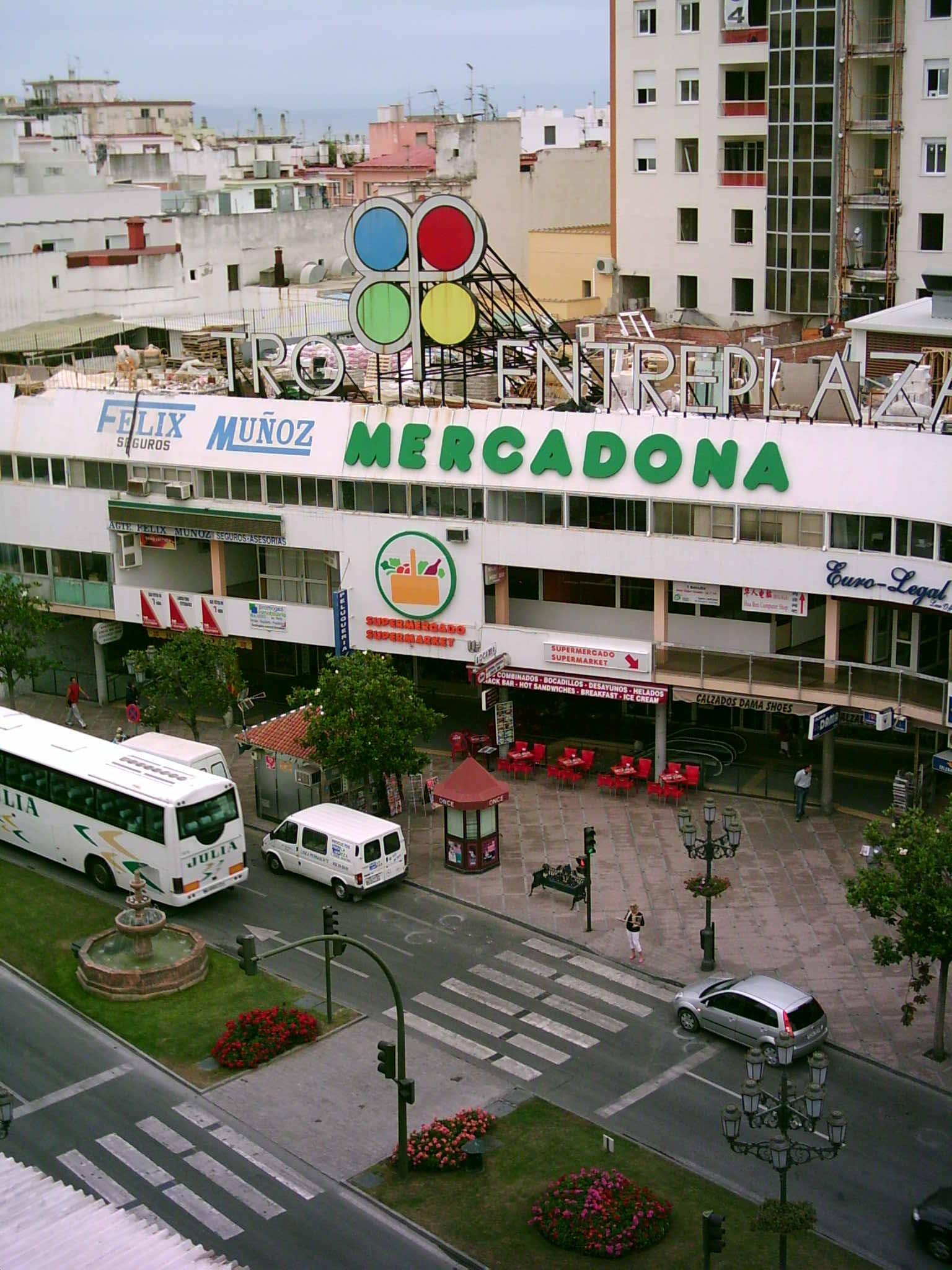 Foto playa El Bajondillo. mercadona (Plaza Costa del sol)