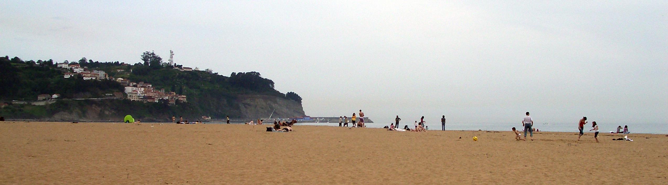 Foto playa La Griega / La Cabaña del Mar. Playa La Griega and view of Lastres